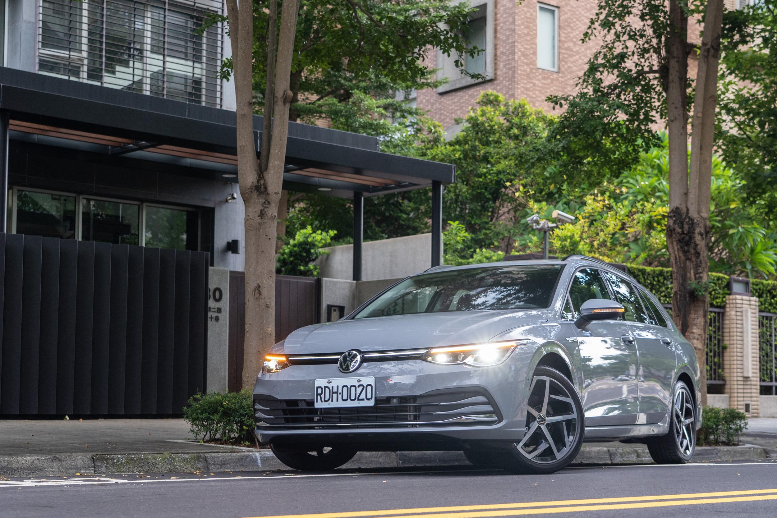 試駕車款為Volkswagen Golf Variant  280 eTSI Style,售價為新台幣 121.8 萬元。