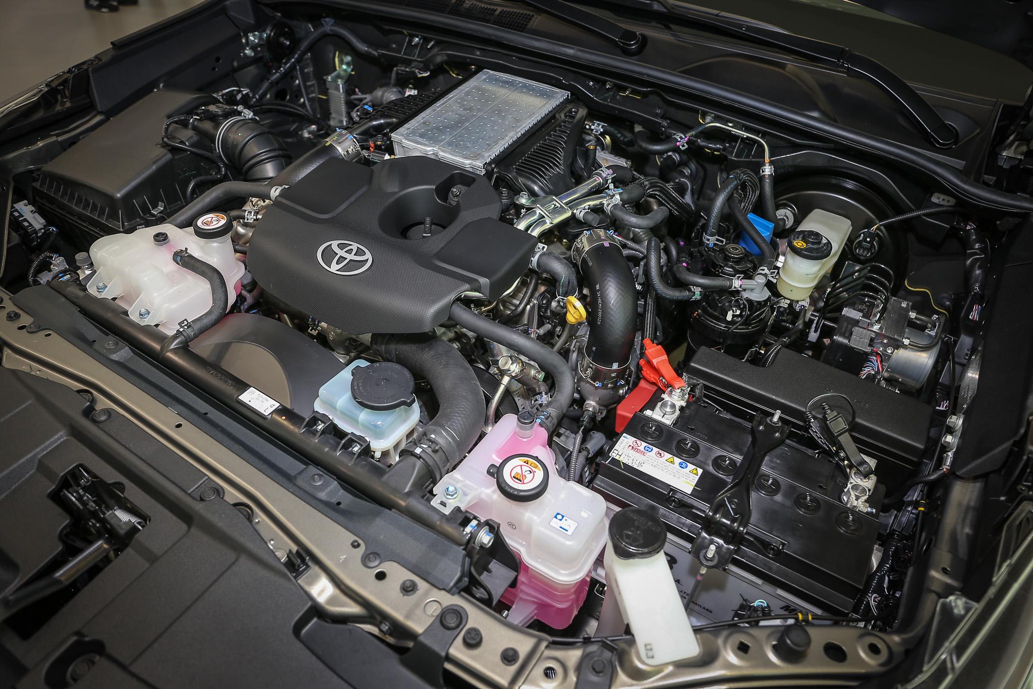 同樣搭載 2.7 升柴油引擎,具備 204ps/3400rpm 最大馬力與 51.0kgm/1600~2800rpm 最大扭力。