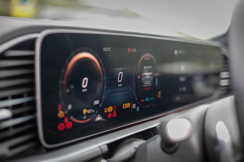 儀表板配備 12.3 吋寬螢幕規格。