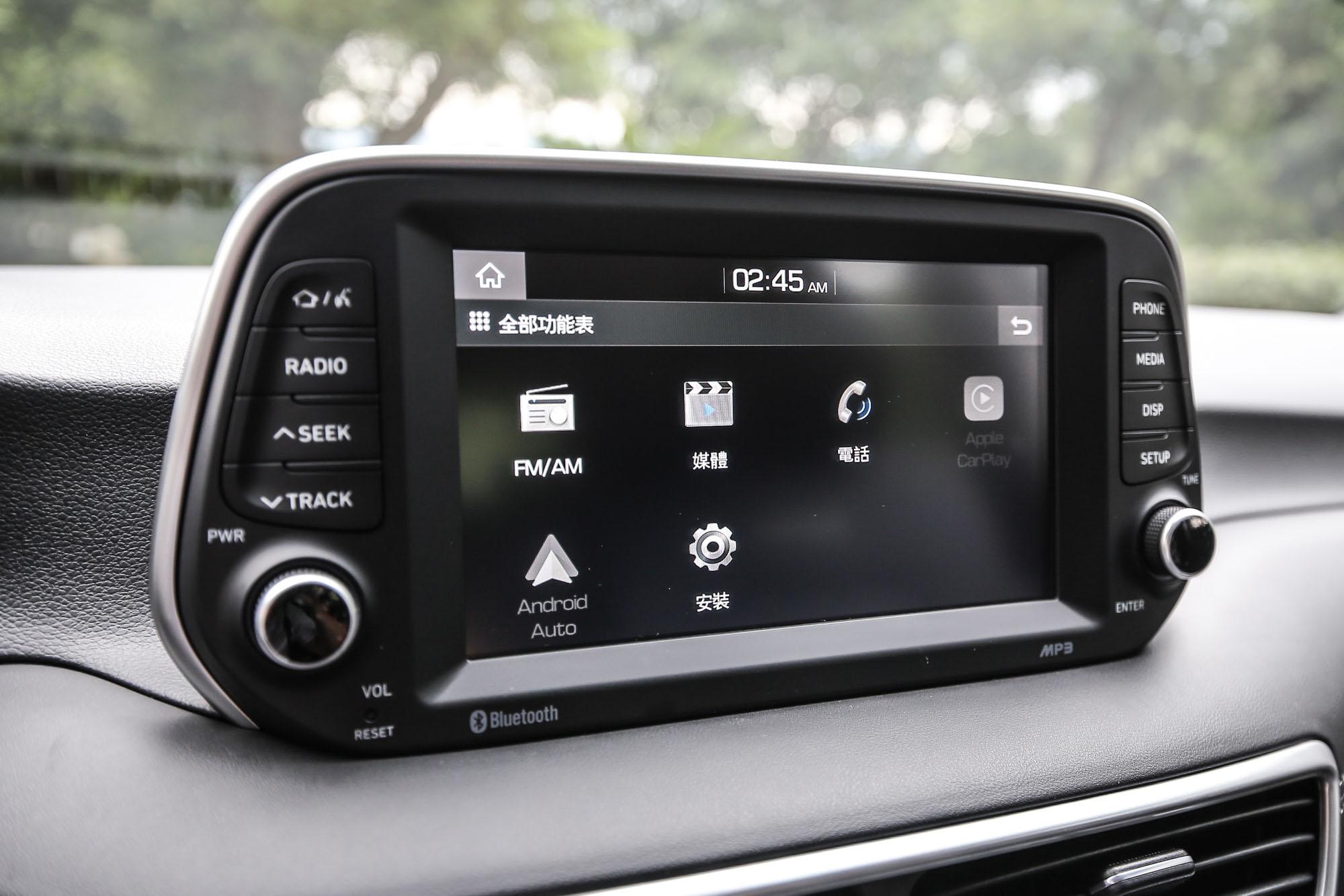 相當實用的 Apple CarPlay™ 與Android Auto™ 也都支援。