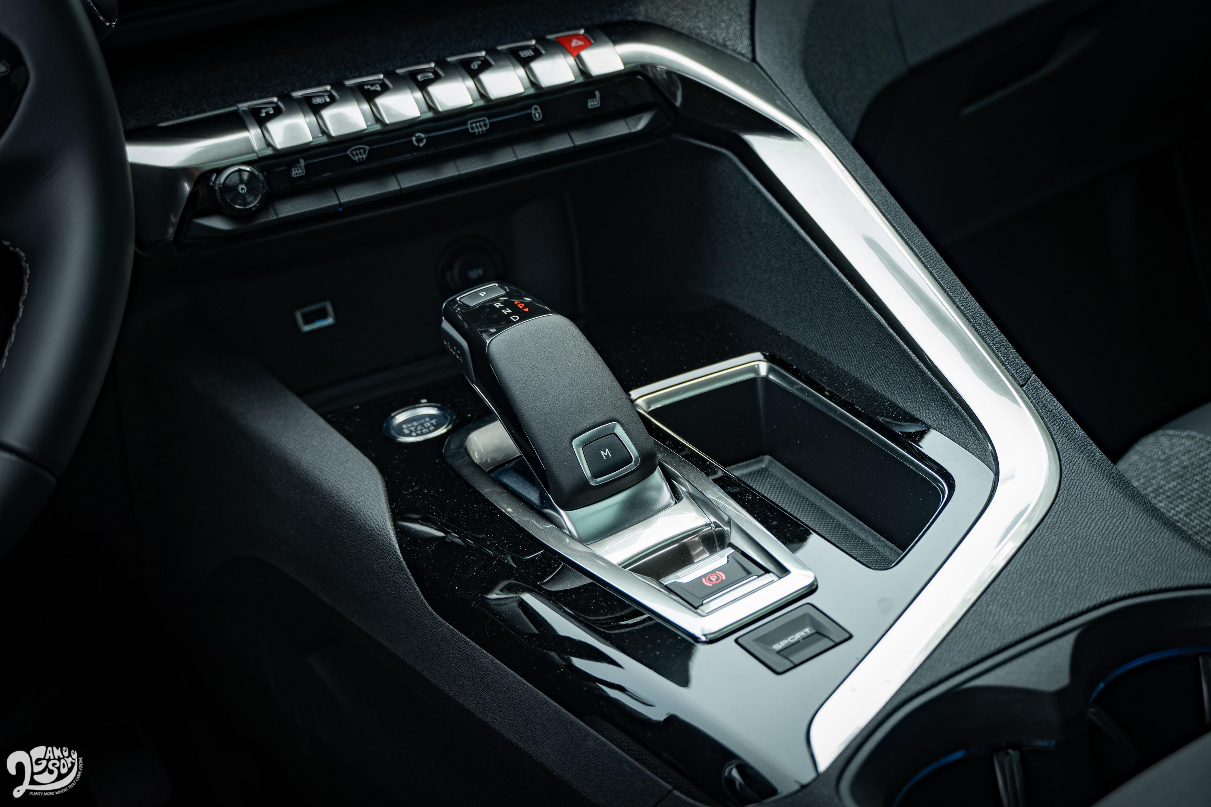 試駕車配備 EAT8 智慧型自排變速箱。