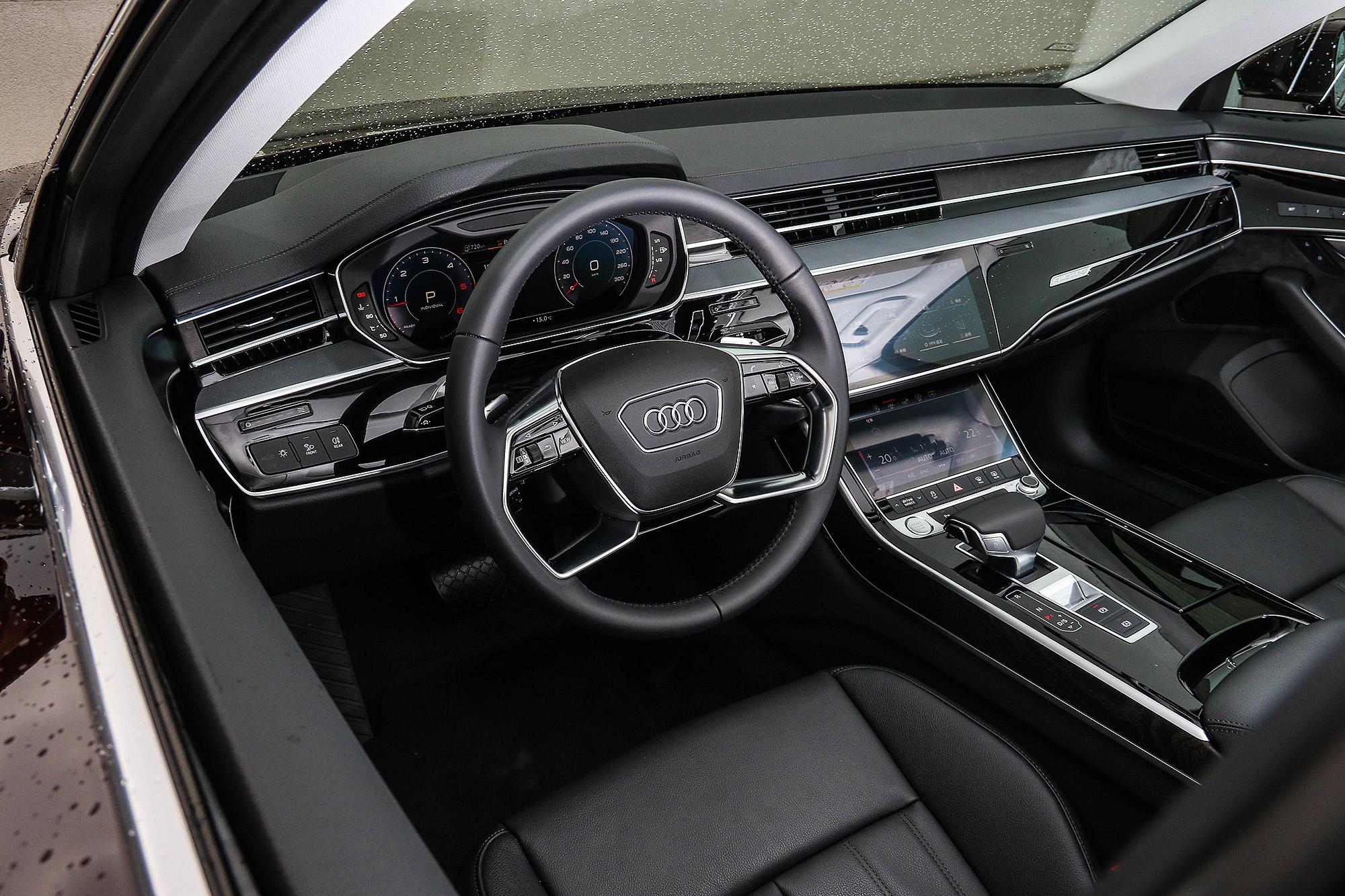 A8 的座艙包括儀表板與中控台都已全面數位化。