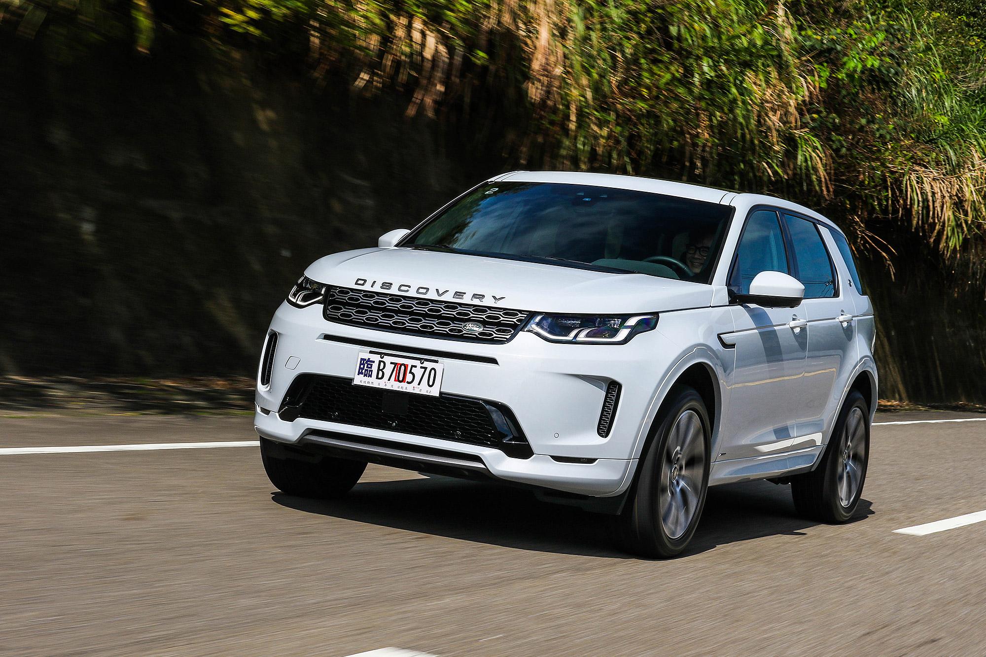 Discovery Sport 小改款搭載輕度油電複合動力系統,啟動馬達發電機具有 17 匹動力輸出。