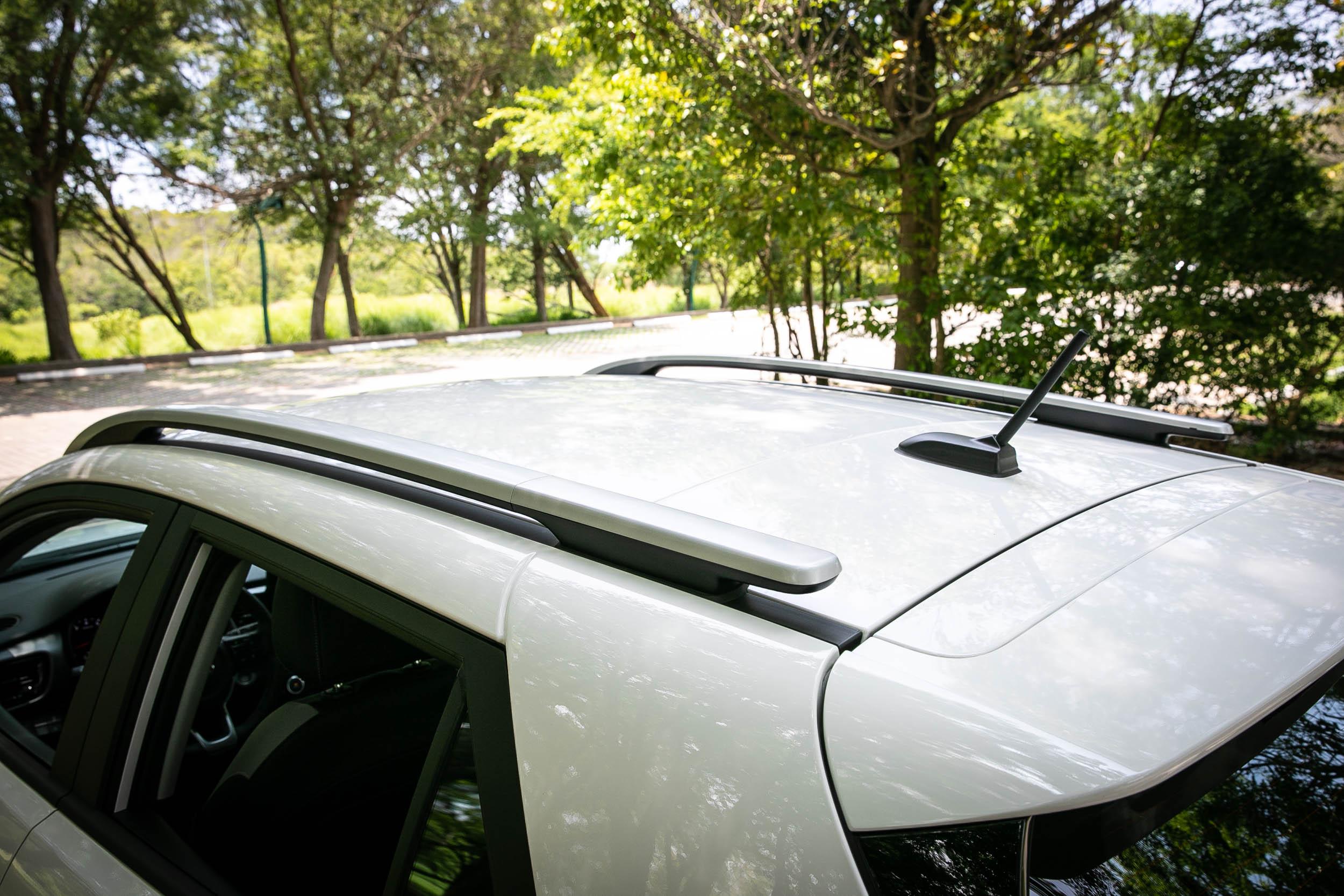 1.4L 車型取消雙采車身設定,車頂改為車身同色處理。