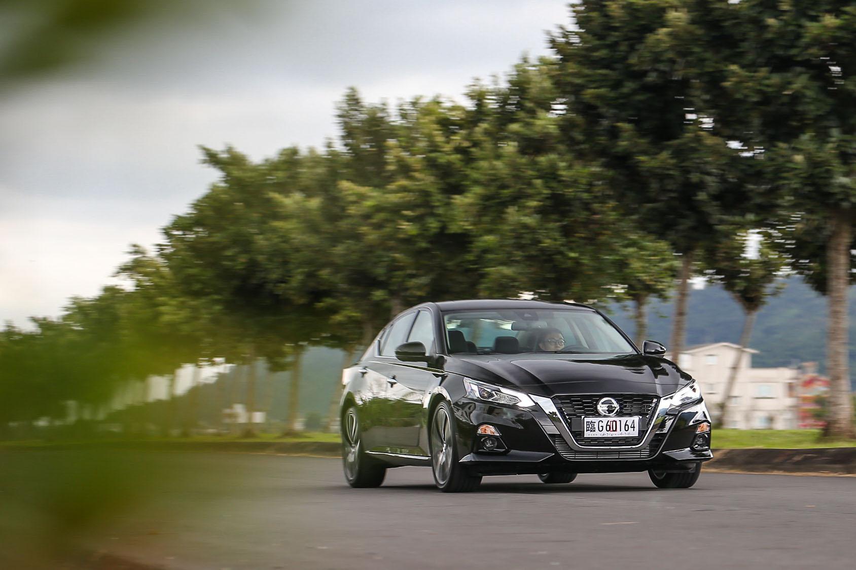 全新 Nissan Altima 提供雙車型:116.9 萬的「豪華菁英版」及 128.9 萬的「卓越旗艦版」。