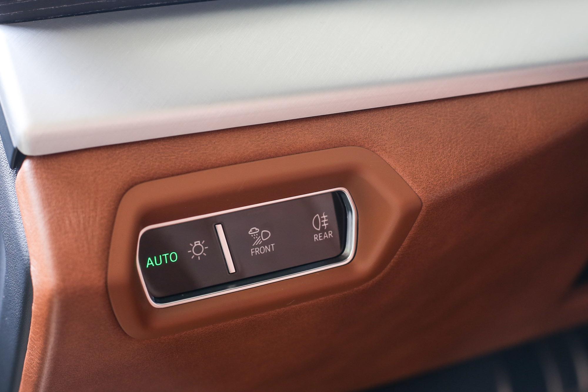 照明操作介面也採觸控設計。