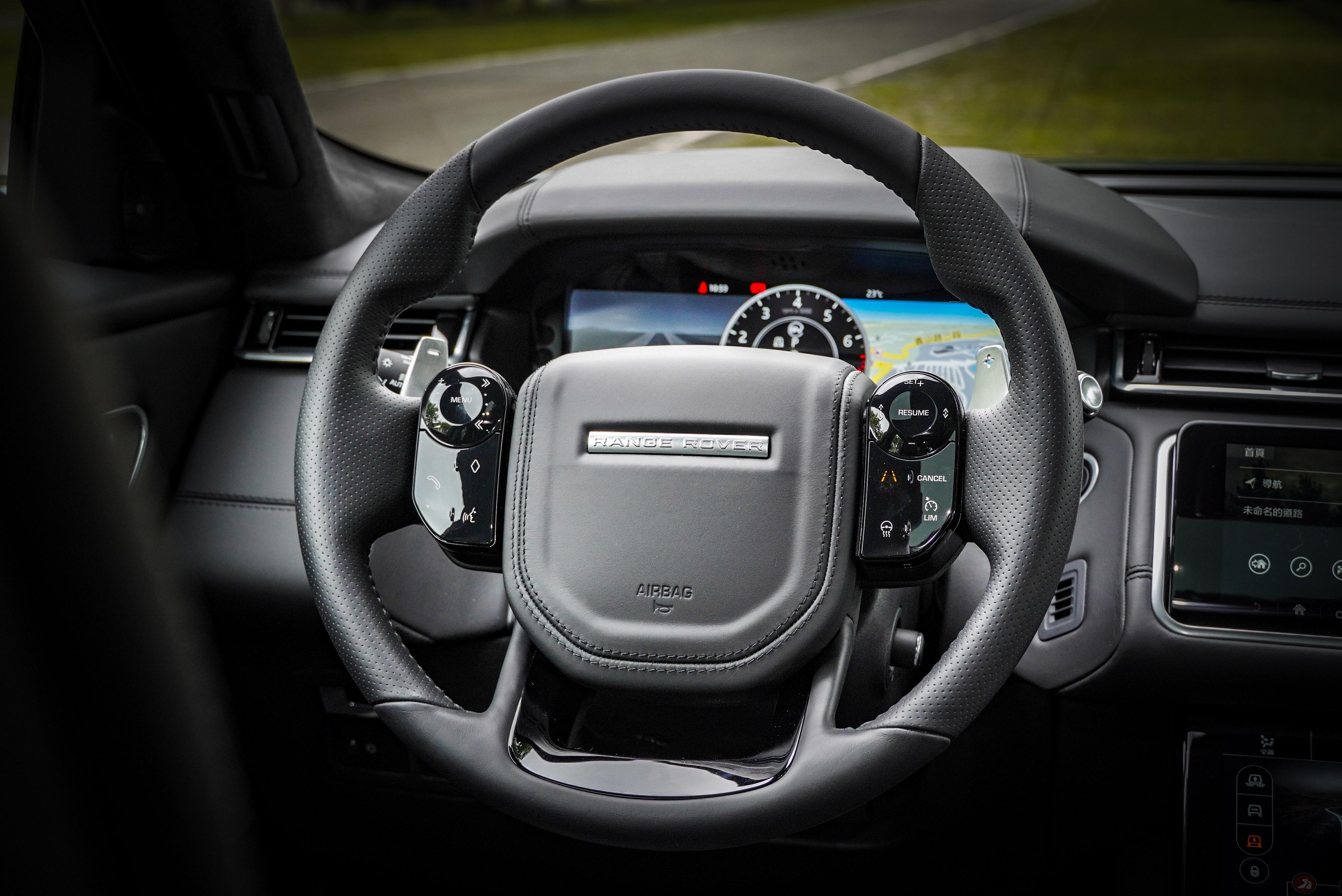 車道維持、跟車系統皆能透過 SV 加溫皮革跑車方向盤控制。