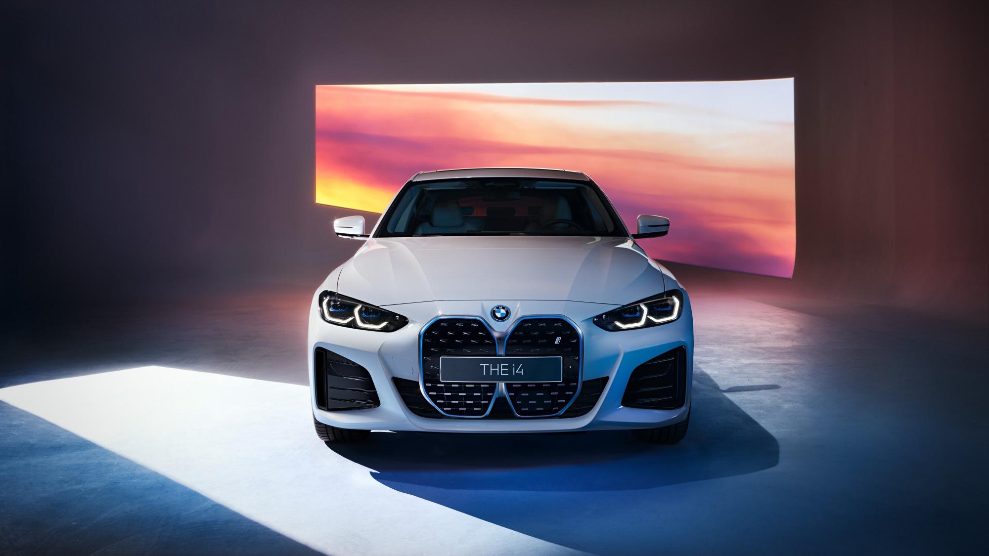 全新 BMW i4 擁有 530 匹最大馬力輸出,0-100 公里加速僅需 4 秒完成,最高續航里程達到 590 公里。