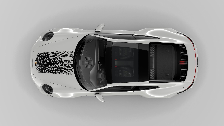 Porsche 推出全新塗層技術,讓你買 911 也可以壓手印!