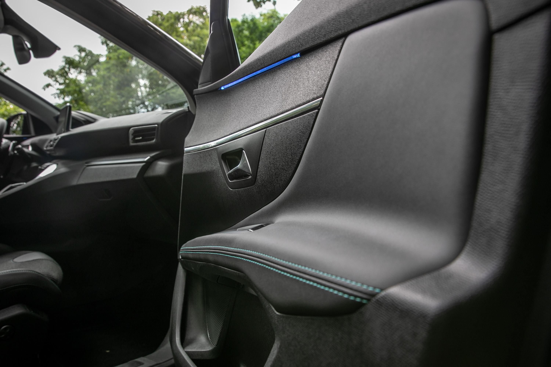 也配備有當前時興的車內氛圍燈。