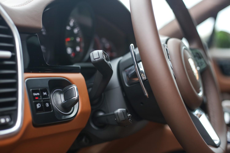 位於方向盤左方的啟動介面是 Porsche 全家族的特色設計。