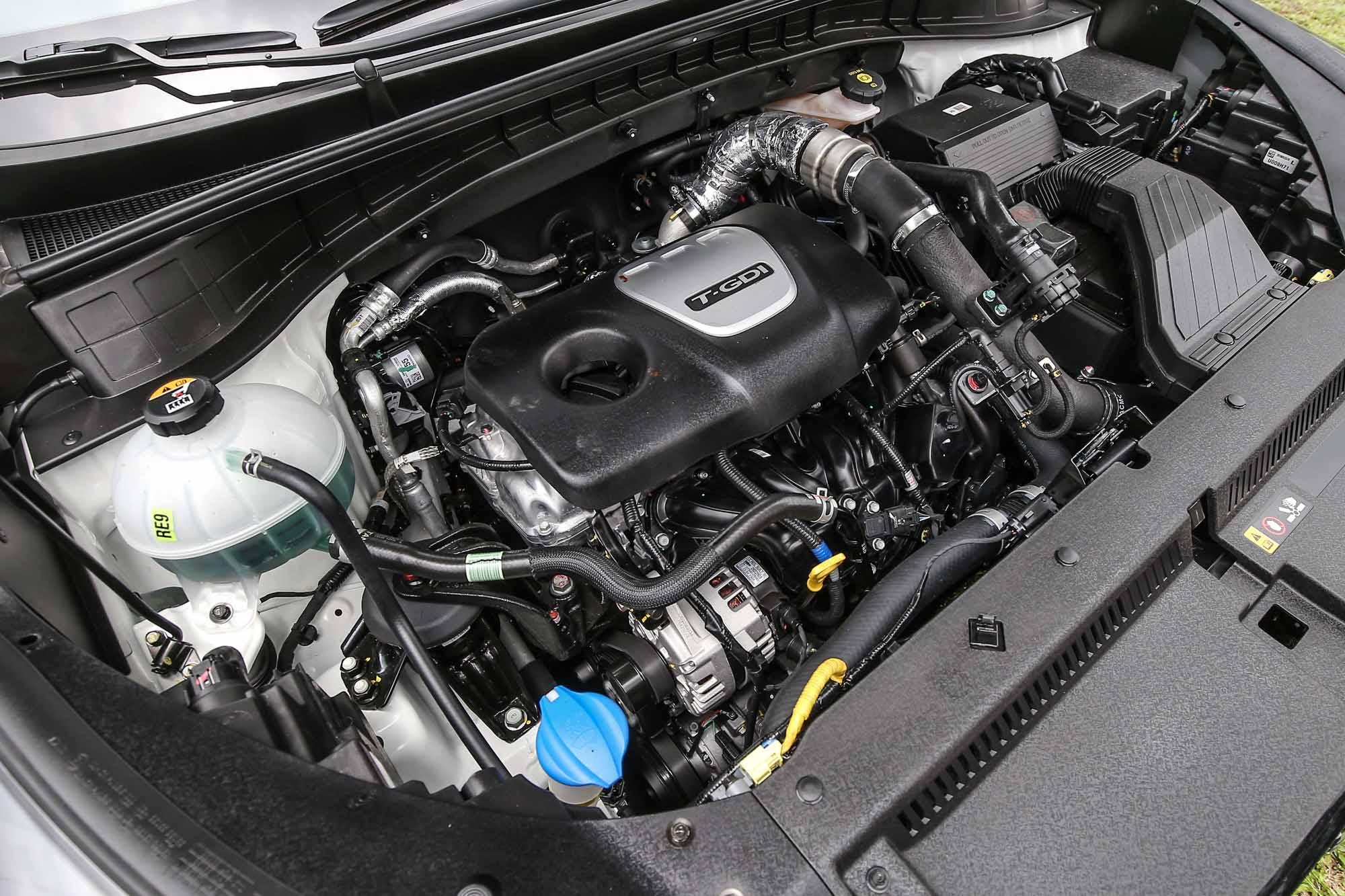 Tucson 汽油車款搭載 1.6 升渦輪增壓汽油引擎,並透過缸內直噴技術的加持,具備 177ps/5500rpm 最大馬力與 27kgm/1500~4500rpm 最大扭力輸出。