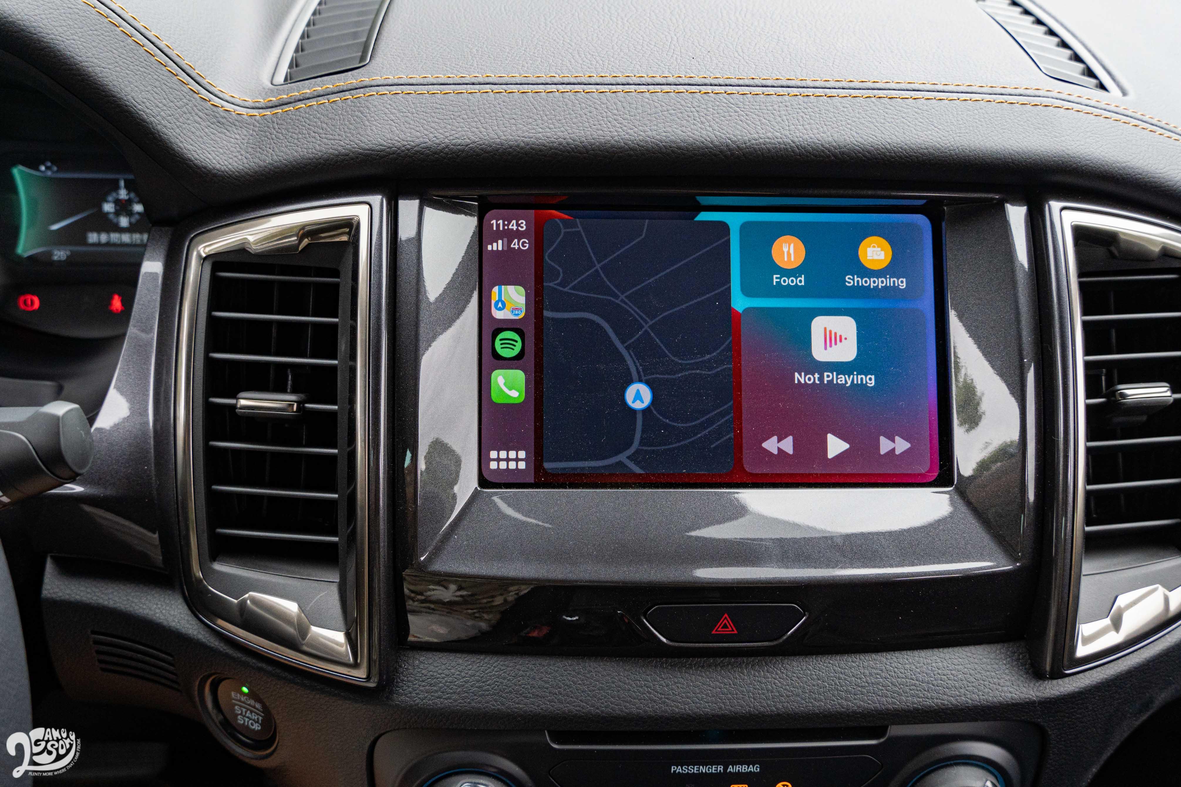 SYNC 3 系統的8吋觸控螢幕支援 Apple CarPlay 與 Android Auto。