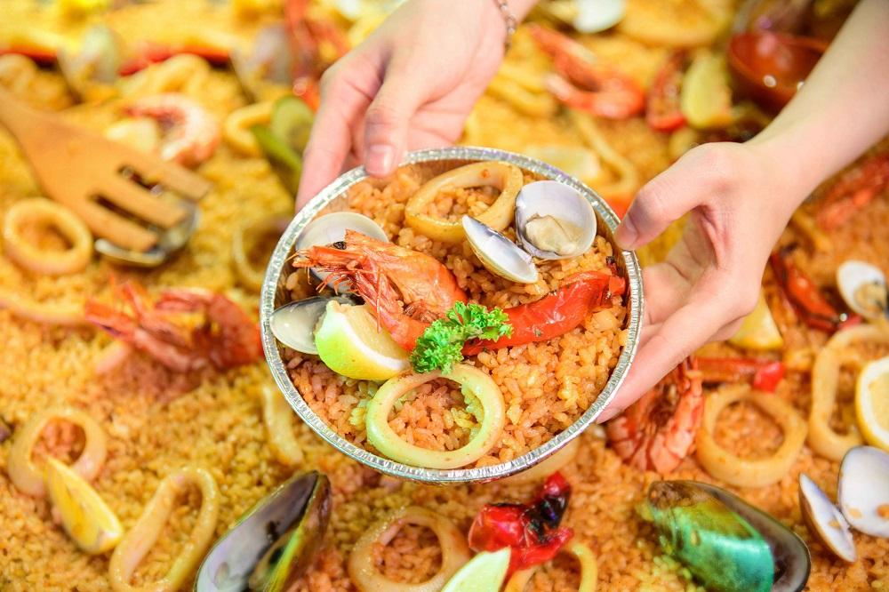 現場可品嘗台北知名餐酒館 PS TAPAS 所帶來的道地西班牙海鮮大鍋飯。