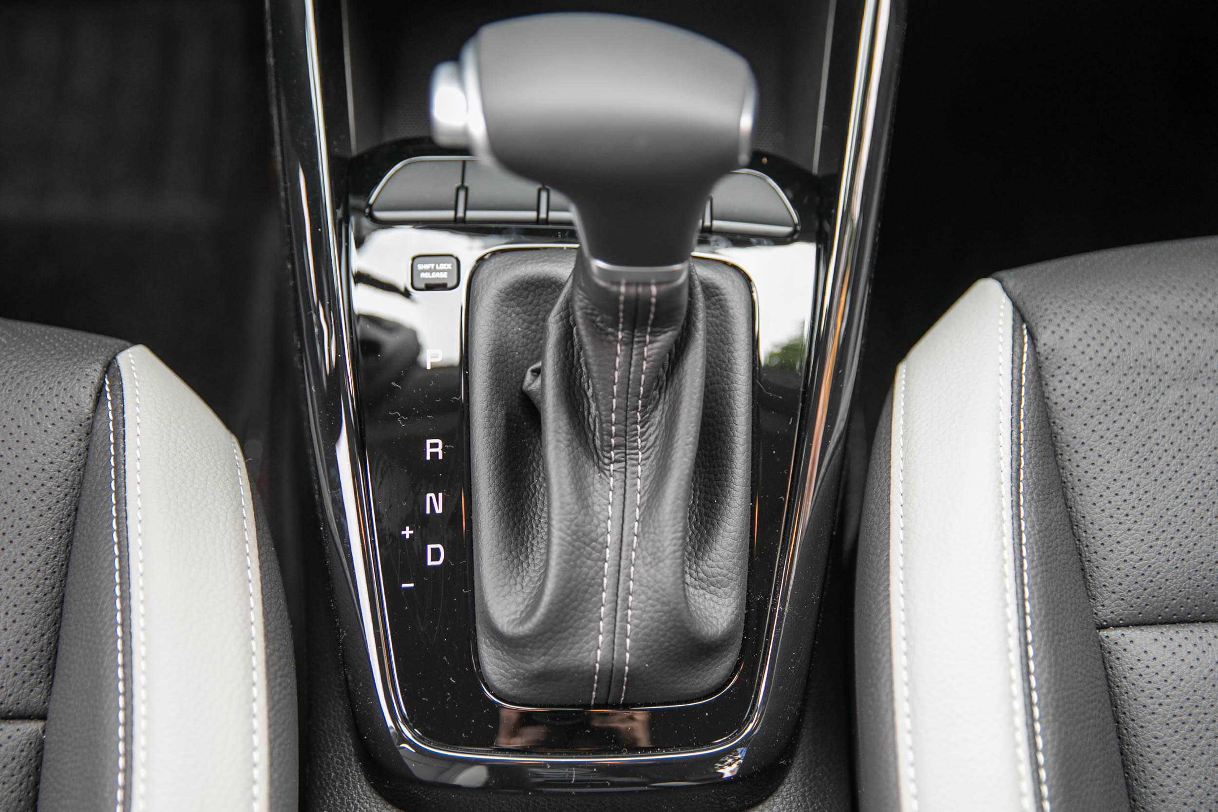 1.0T 車型配備七速雙離合器自手排變速箱。