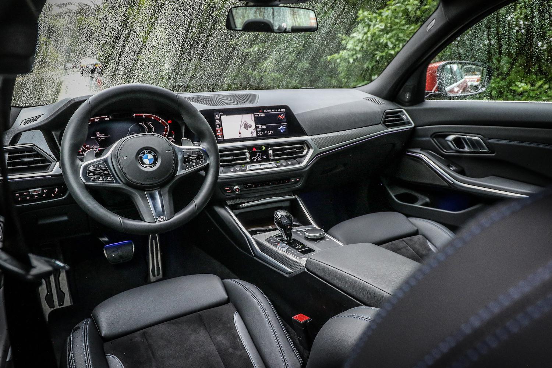 全車系標配 12.3 吋全數位液晶儀表板,以及 10.25 吋中央觸控螢幕。