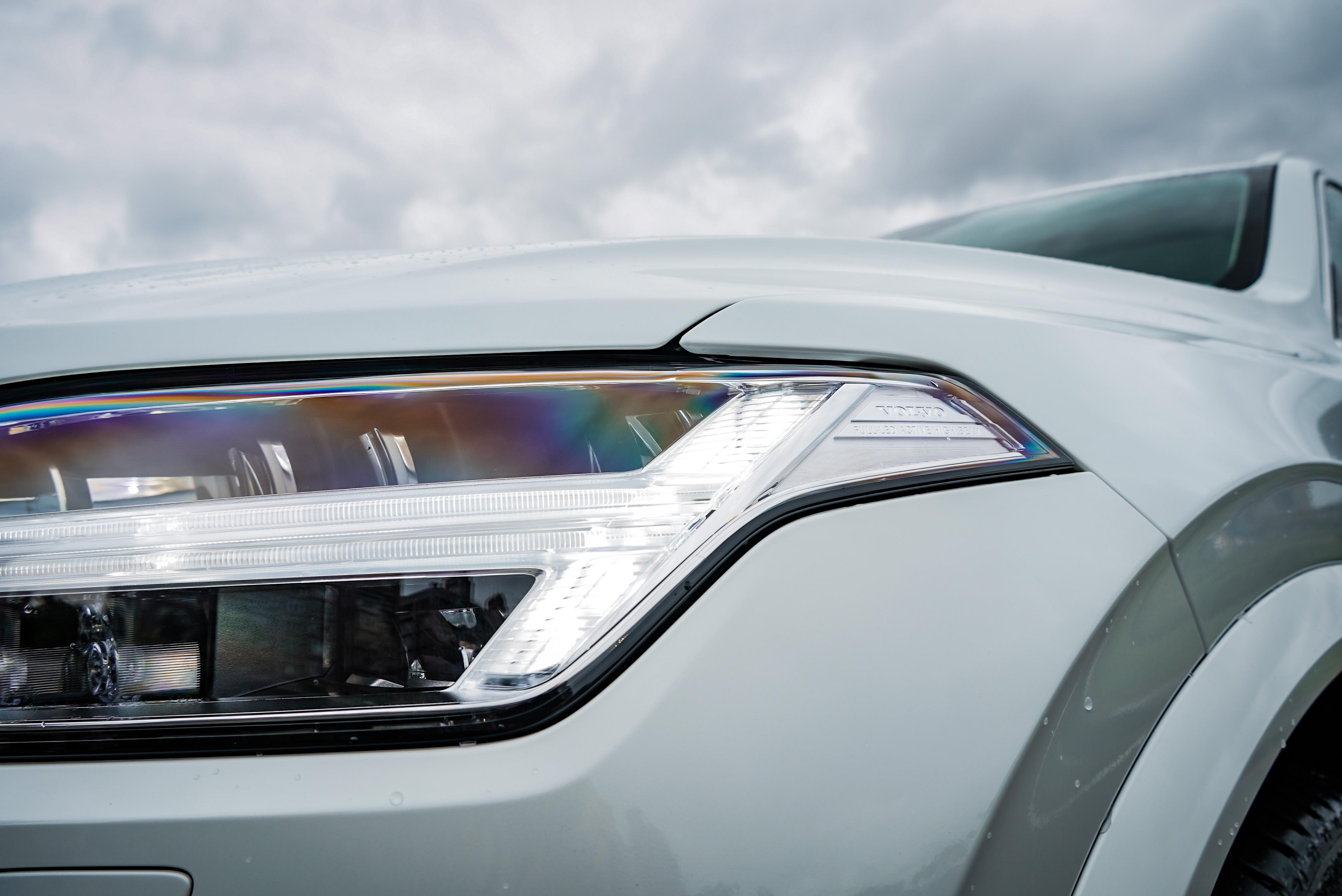 「雷神之鎚」LED 辨識度極高。