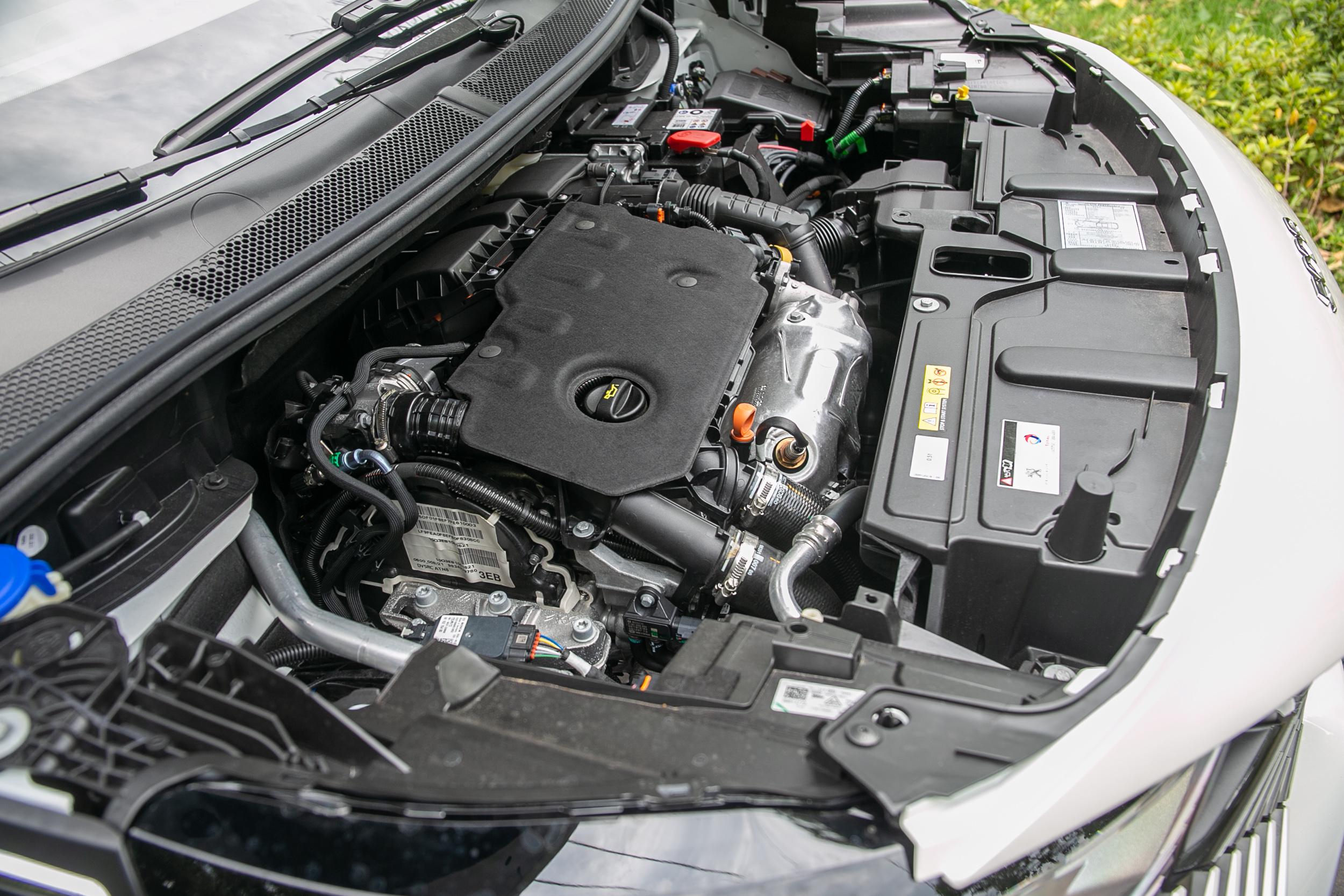 搭載 1.5 升渦輪增壓柴油引擎,具備 130bhp / 3750rpm 最大馬力與 300Nm / 1750rpm 最大扭力。