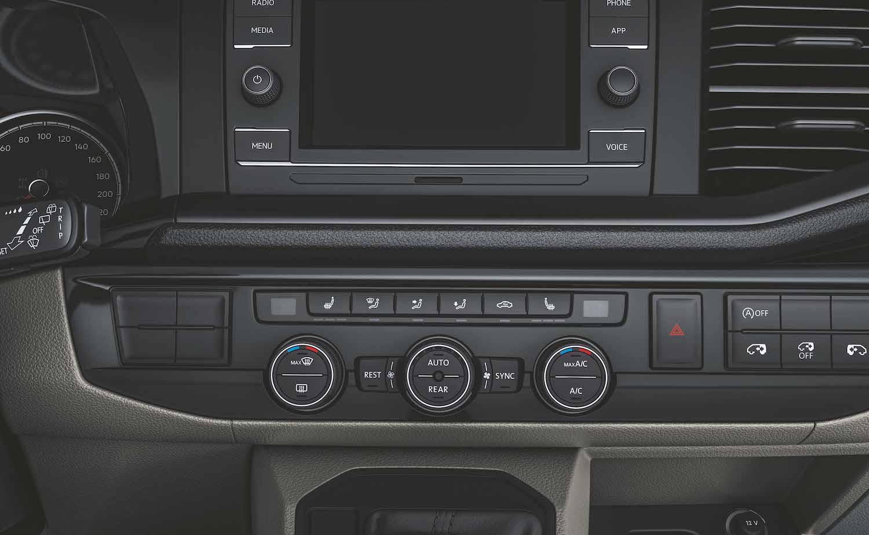 Climatronic 三區獨立恆溫空調含駐車暖氣。