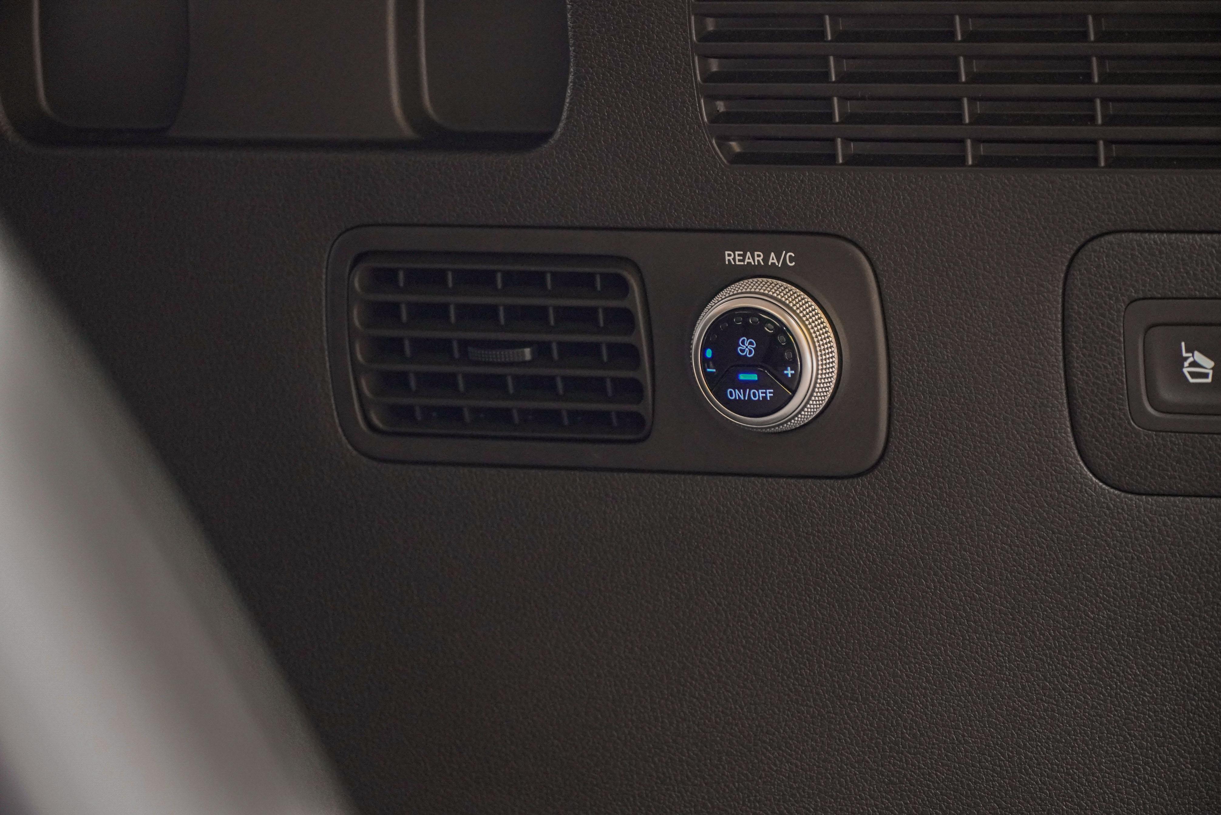 旗艦型標配第三排空調系統。