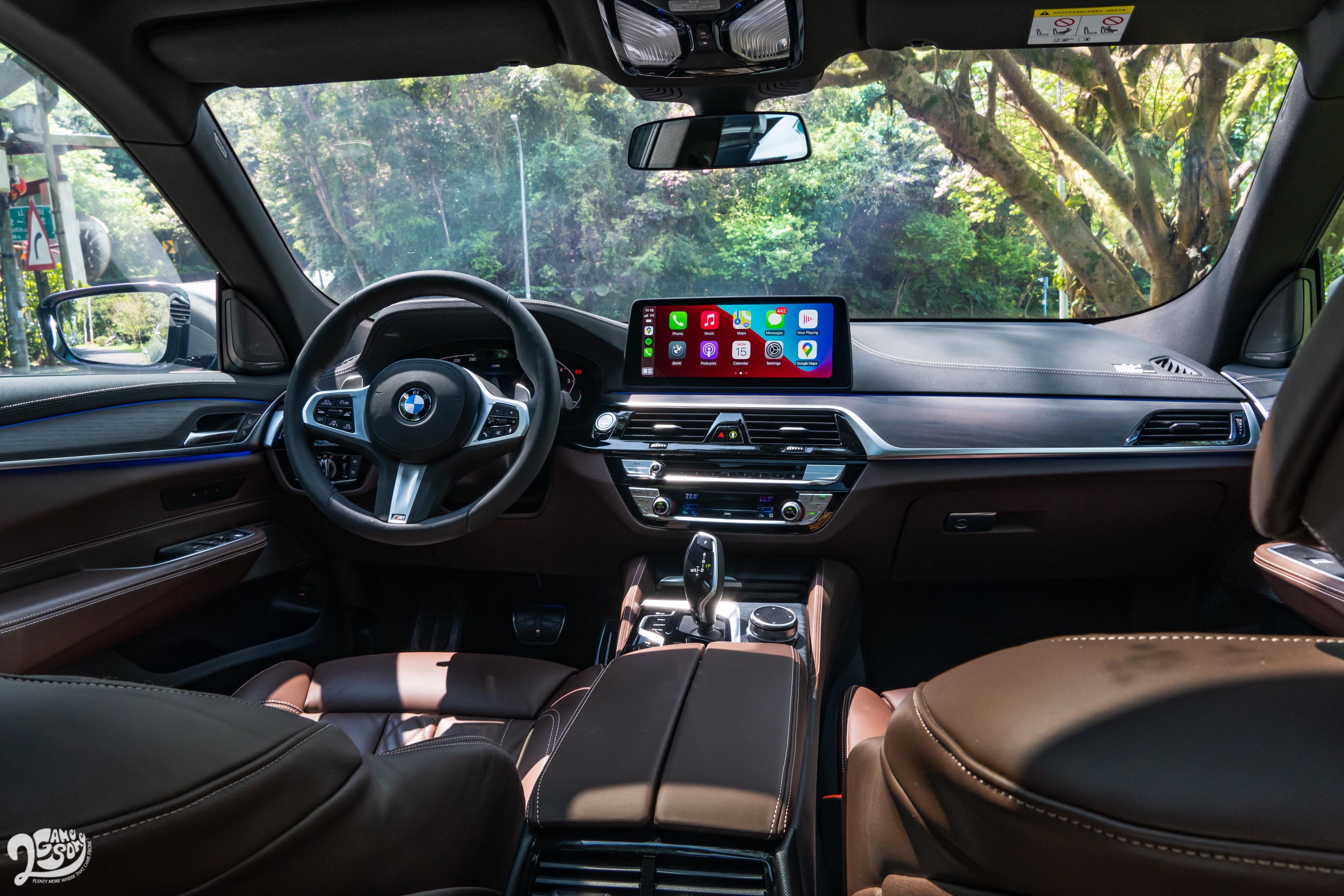B 柱以前的設計鋪陳,就和同世代的 BMW 車款大同小異。