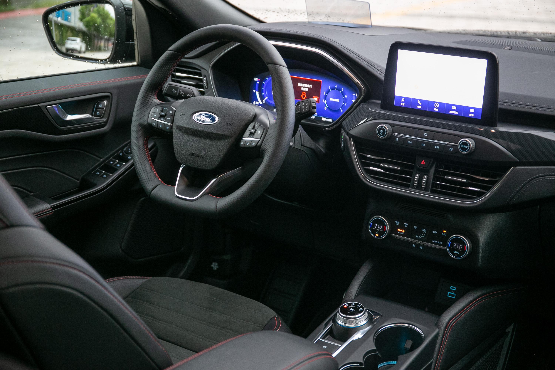 座艙內設計與配備與舊年式車型完全一樣。
