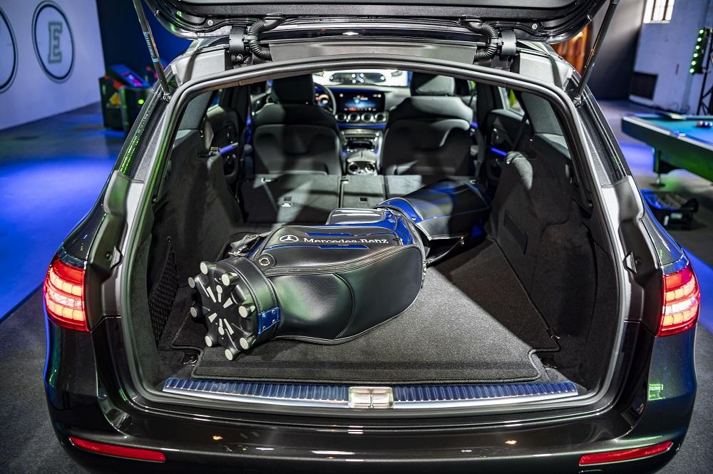 全新 E-Class 旅行車後座可分離傾倒椅背令後廂空間更靈活多變。