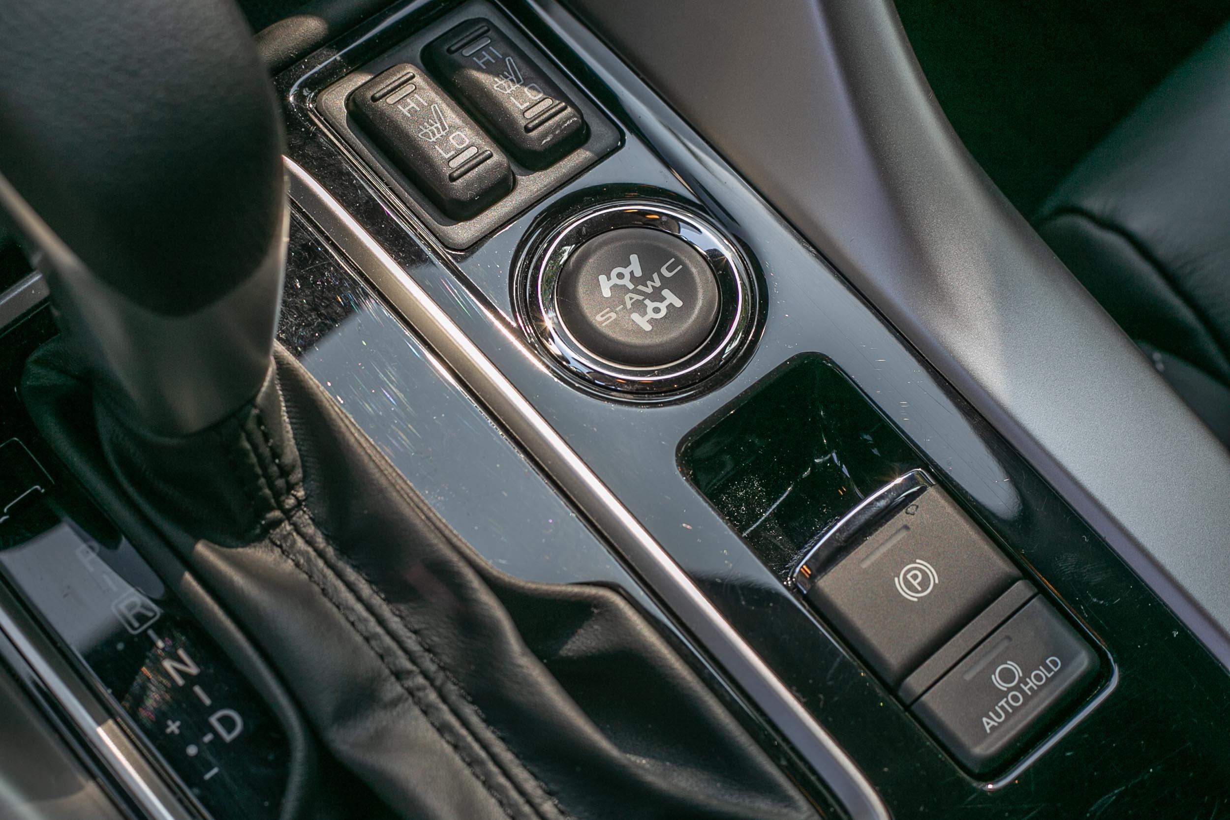 試駕車型配備 S-AWC 全時四輪驅動。