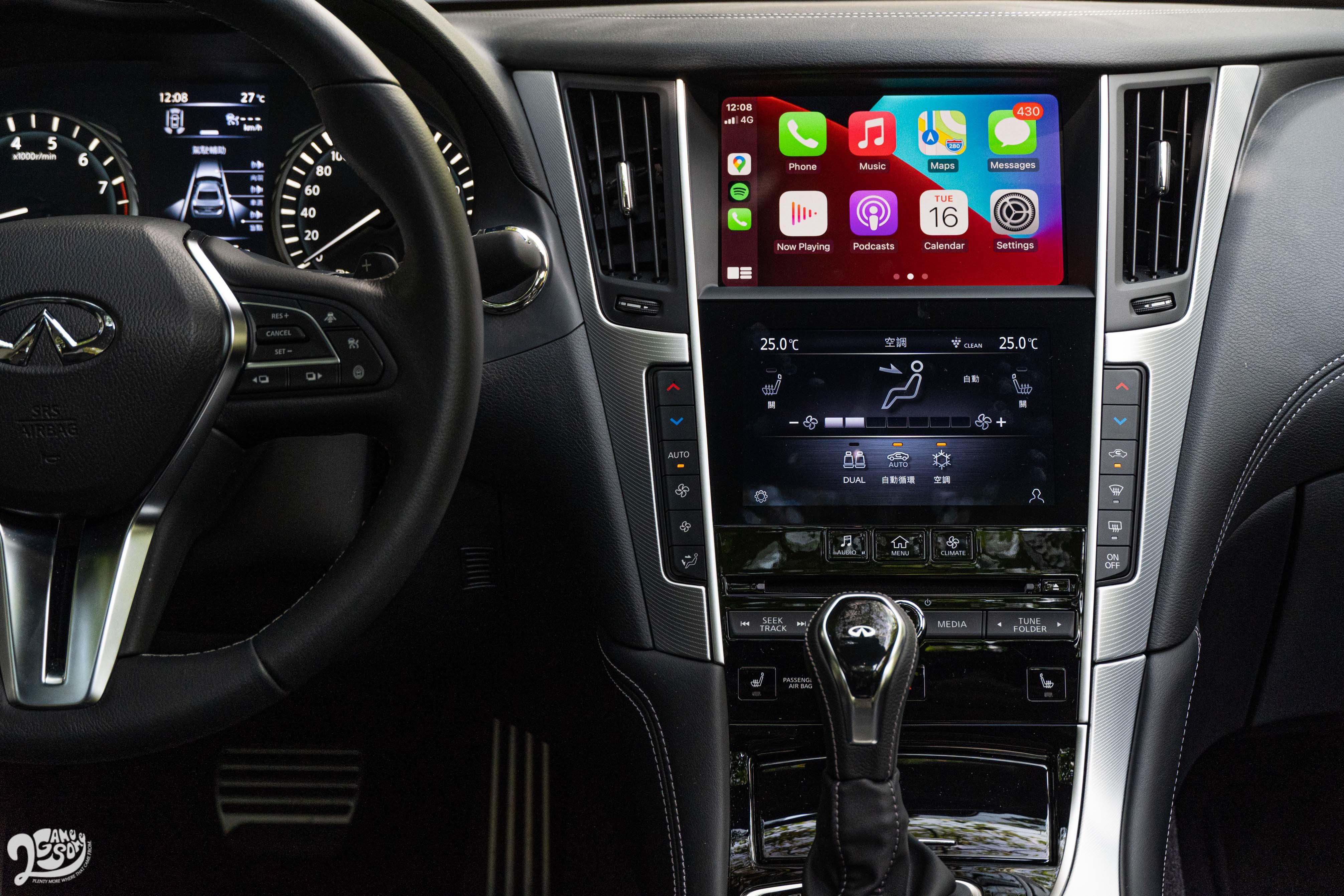 小改款新增了 Apple CarPlay 與 Android Auto。