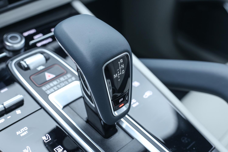 動力銜接 8 速 Tiptronic S 手自排變速系統。