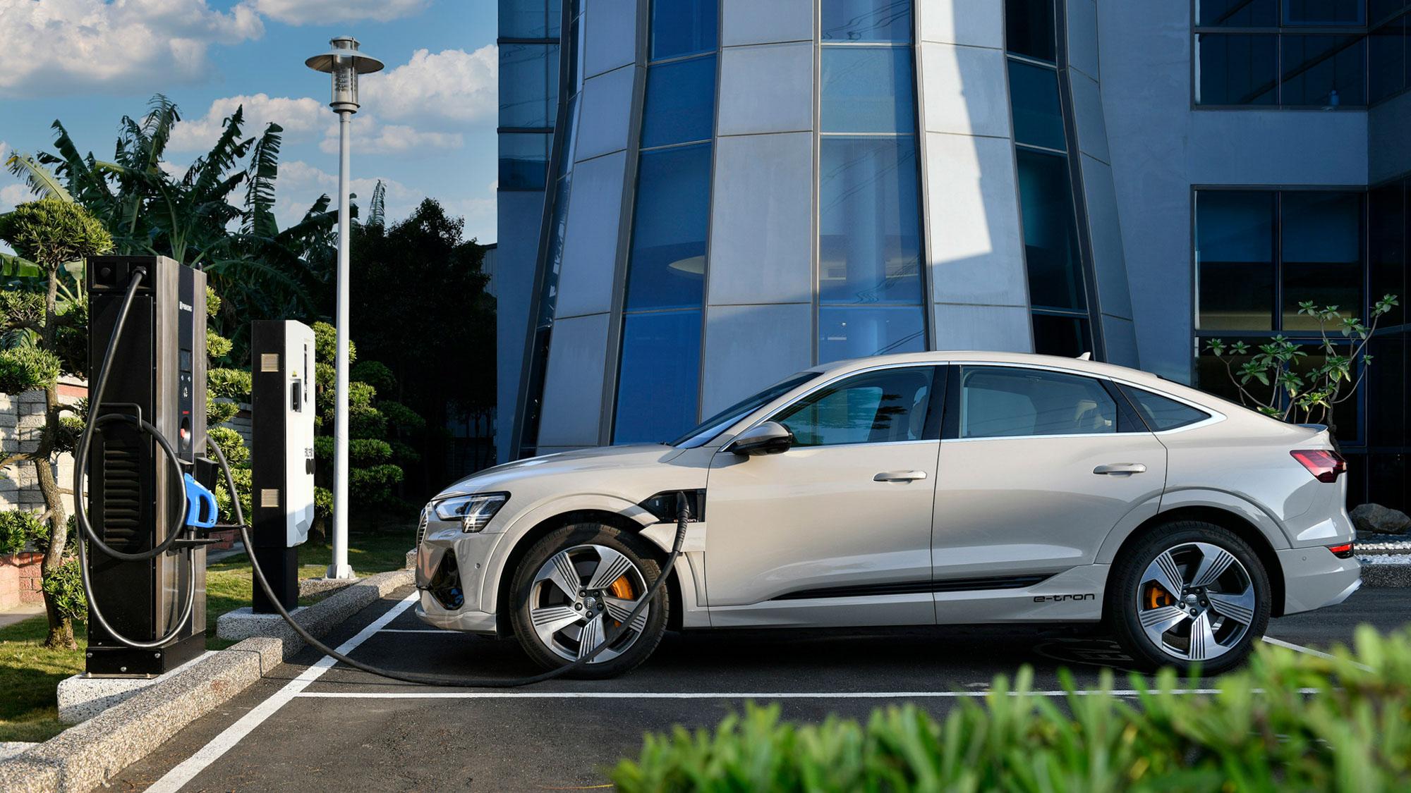 共組 CCS1 快充平台,或許是傳統車廠對抗 Tesla 的契機?