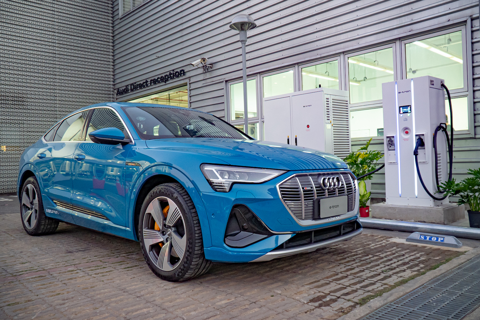 Audi 經銷據點的快充樁歡迎其他品牌電動車前往使用。