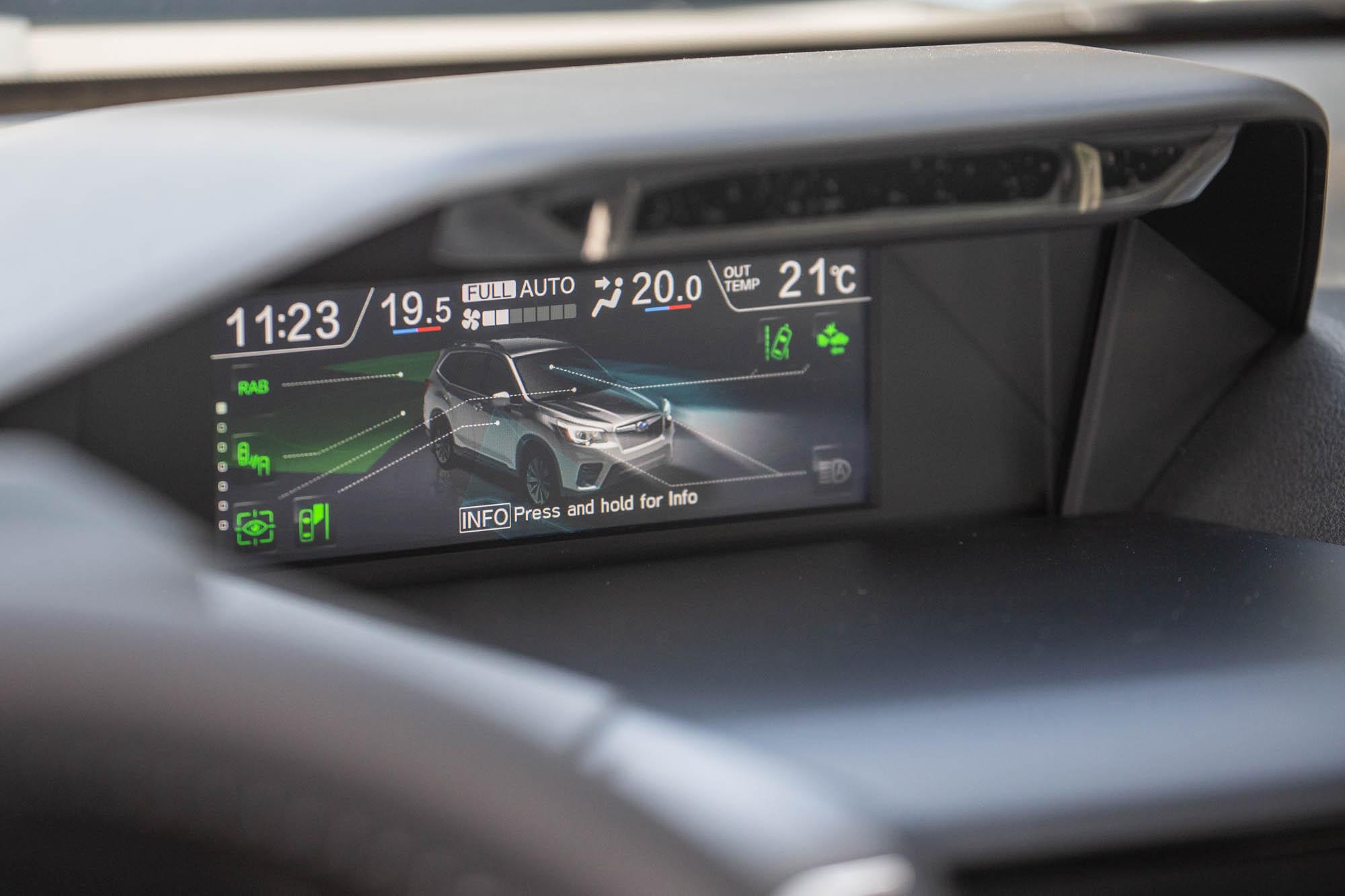 中控台上方的 6.3 吋 LCD 多功能行車資訊顯示螢幕。