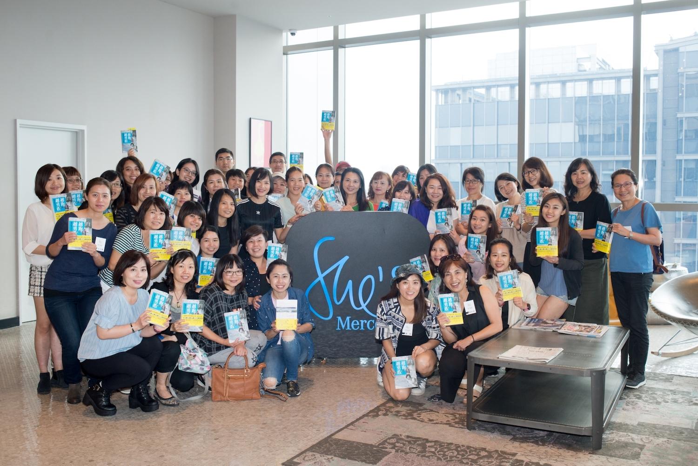 陸承蔚與 5 月 18 日所有參加 She's 讀書交流分享會的朋友合影留念。