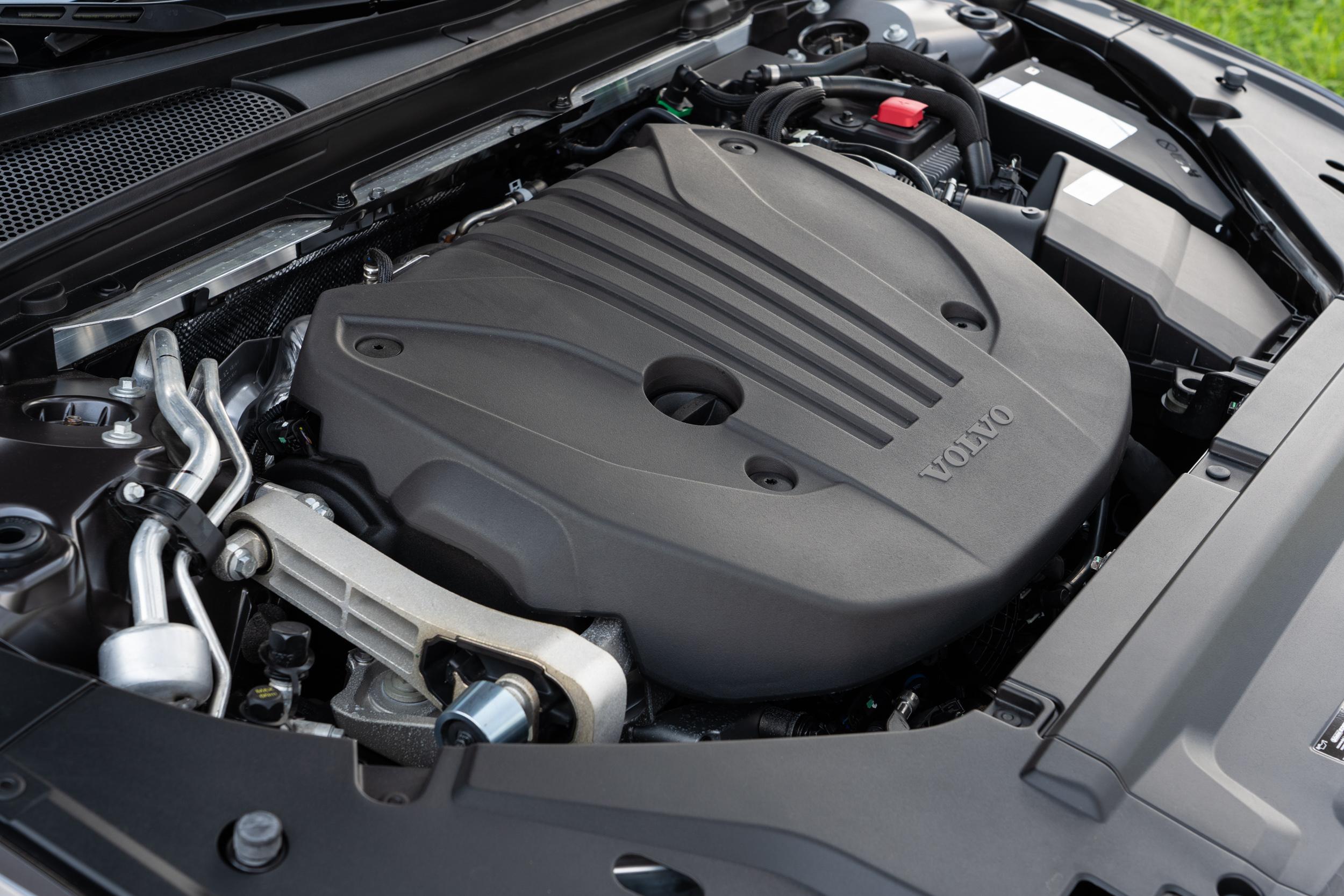 搭載第三代 Drive-E 動力系統,具備 48V輕油電科技,除了 197hp / 4800~5400rpm 最大馬力與 30.6kgm / 1500~4200rpm 最大扭力以外,另外可獲得輕油電系統額外提供的 14hp 馬力助益。