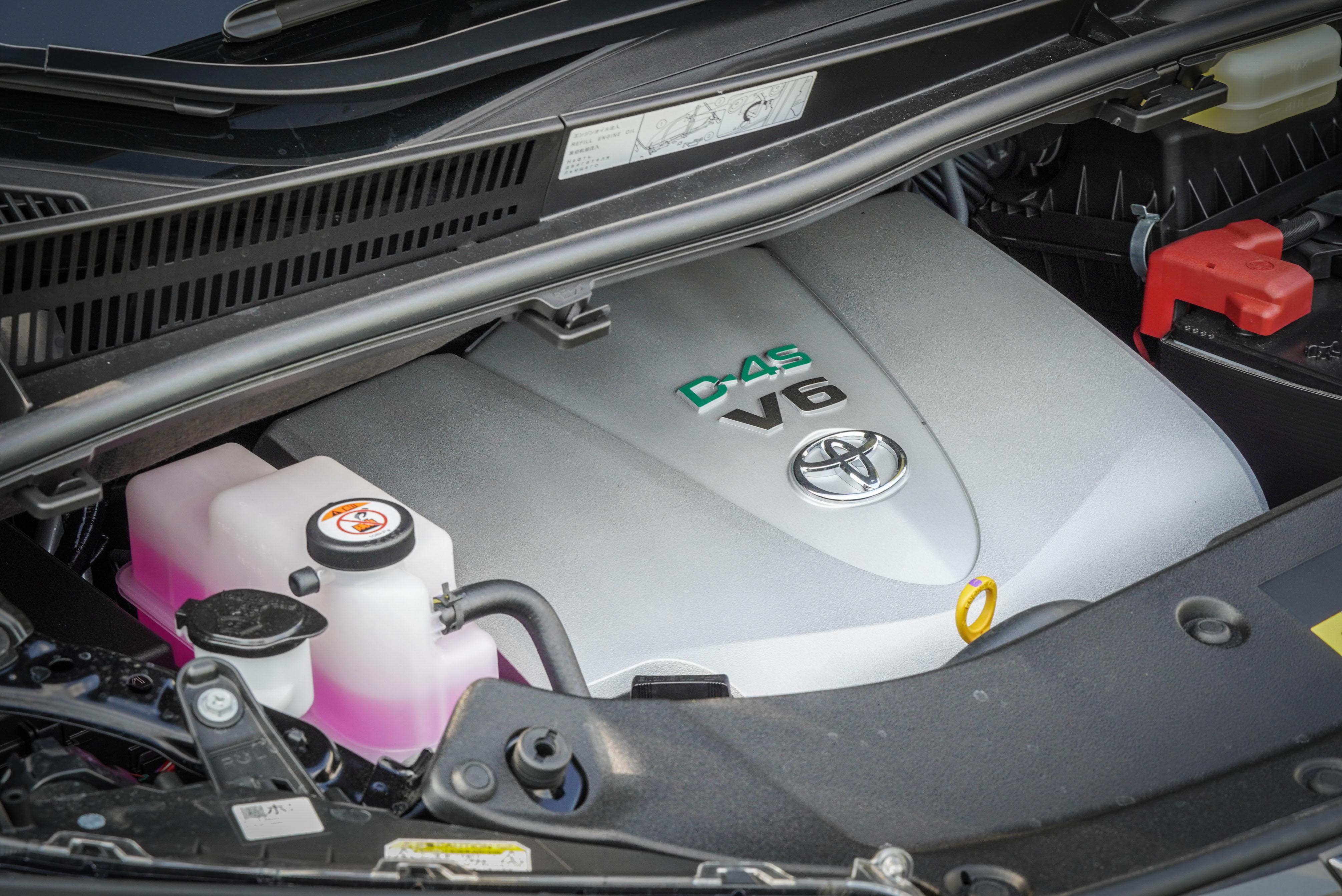搭載 3.5 升 V6 自然進氣汽油引擎,具備 300ps/6600rpm 最大馬力與 36.8kgm/4700rpm 最大扭力輸出。
