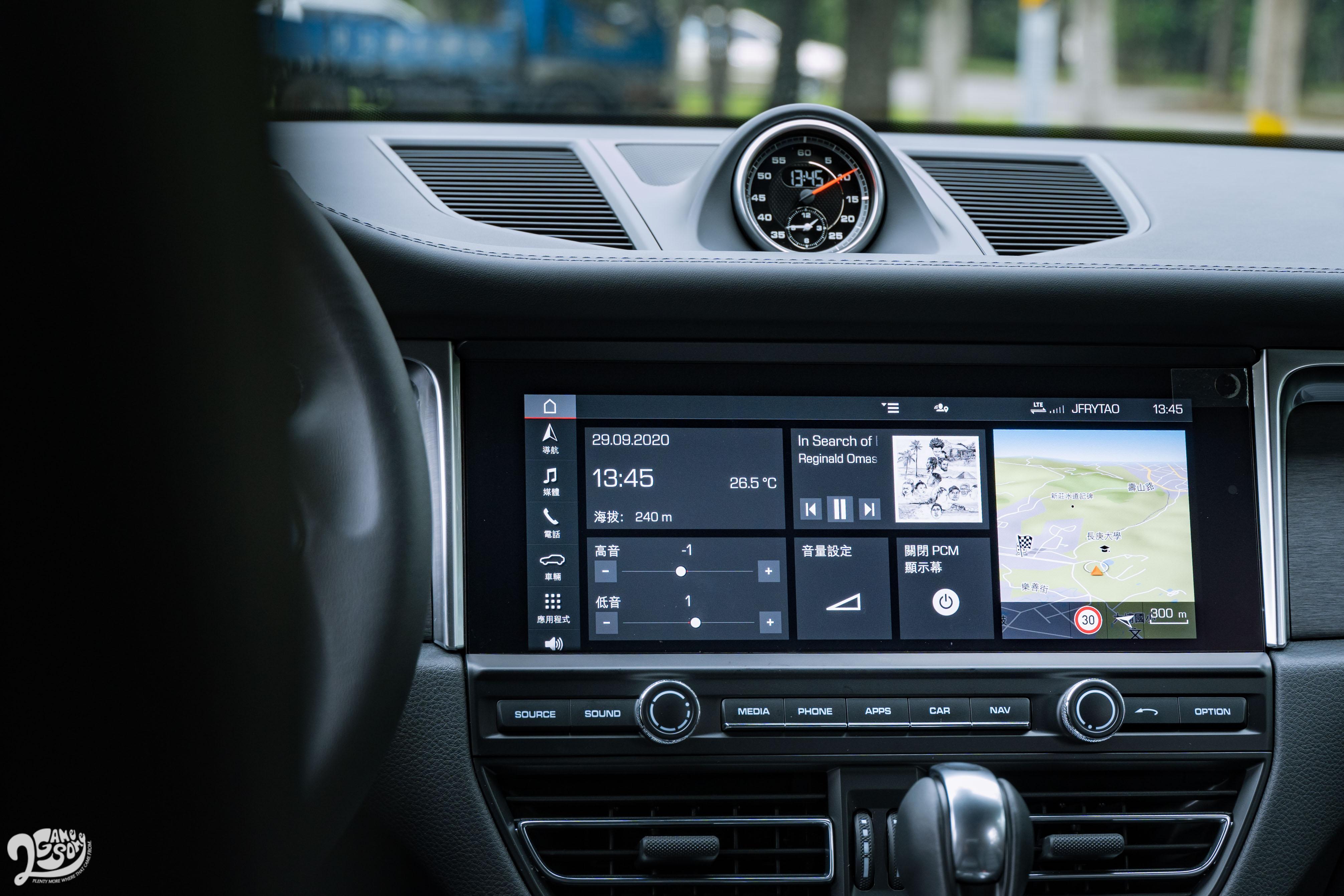 標配 10.9 吋 PCM 通訊管理系統。Apple CarPlay 需另外選配。