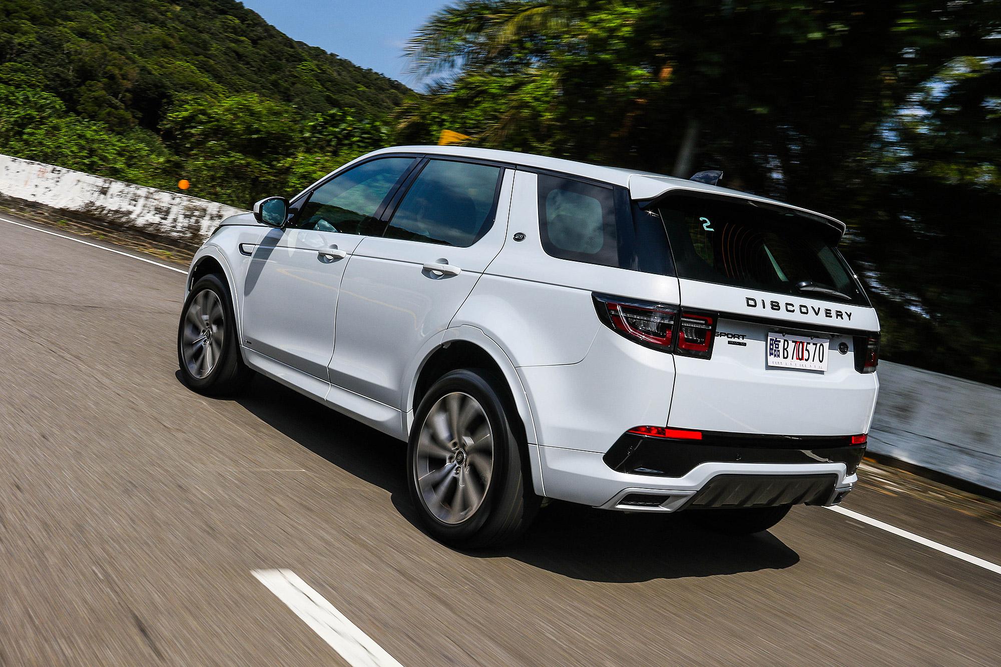 本質上, Discovery Sport 還是一輛擁有強悍越野能力的 SUV 。