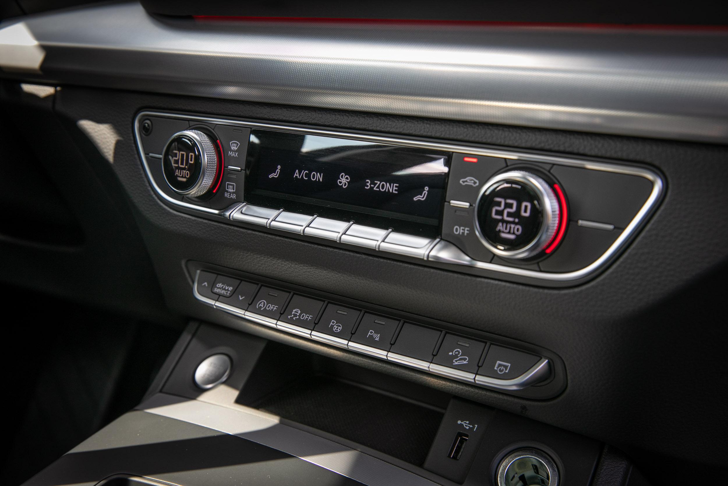 日照感應式三區獨立恆溫空調為車系標配。