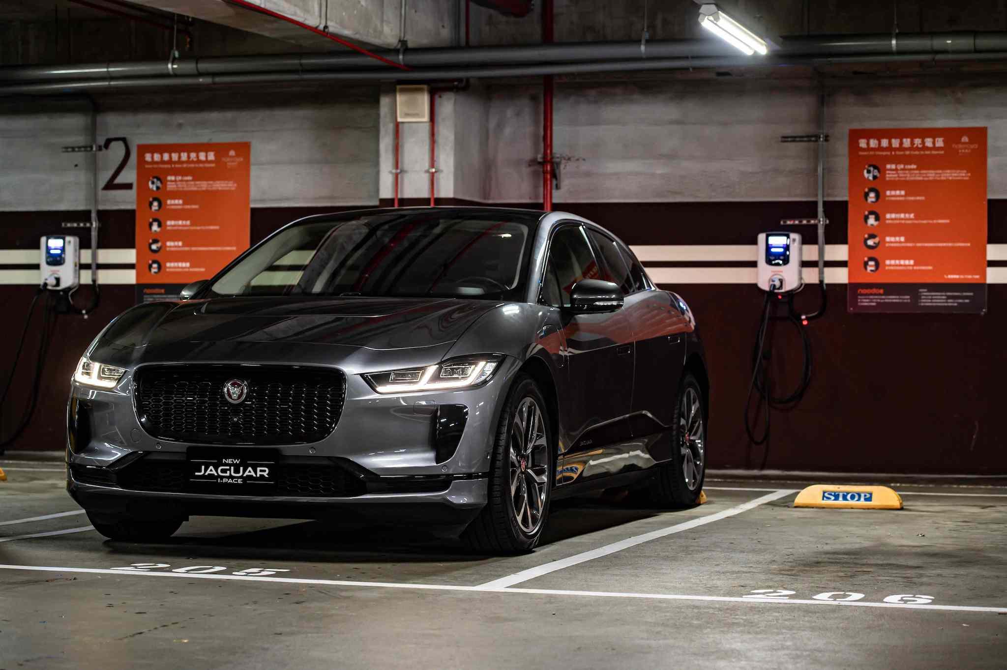 Jaguar 除了自家經銷商的快充裝置,也與拓連科技聯手打造充電網絡。