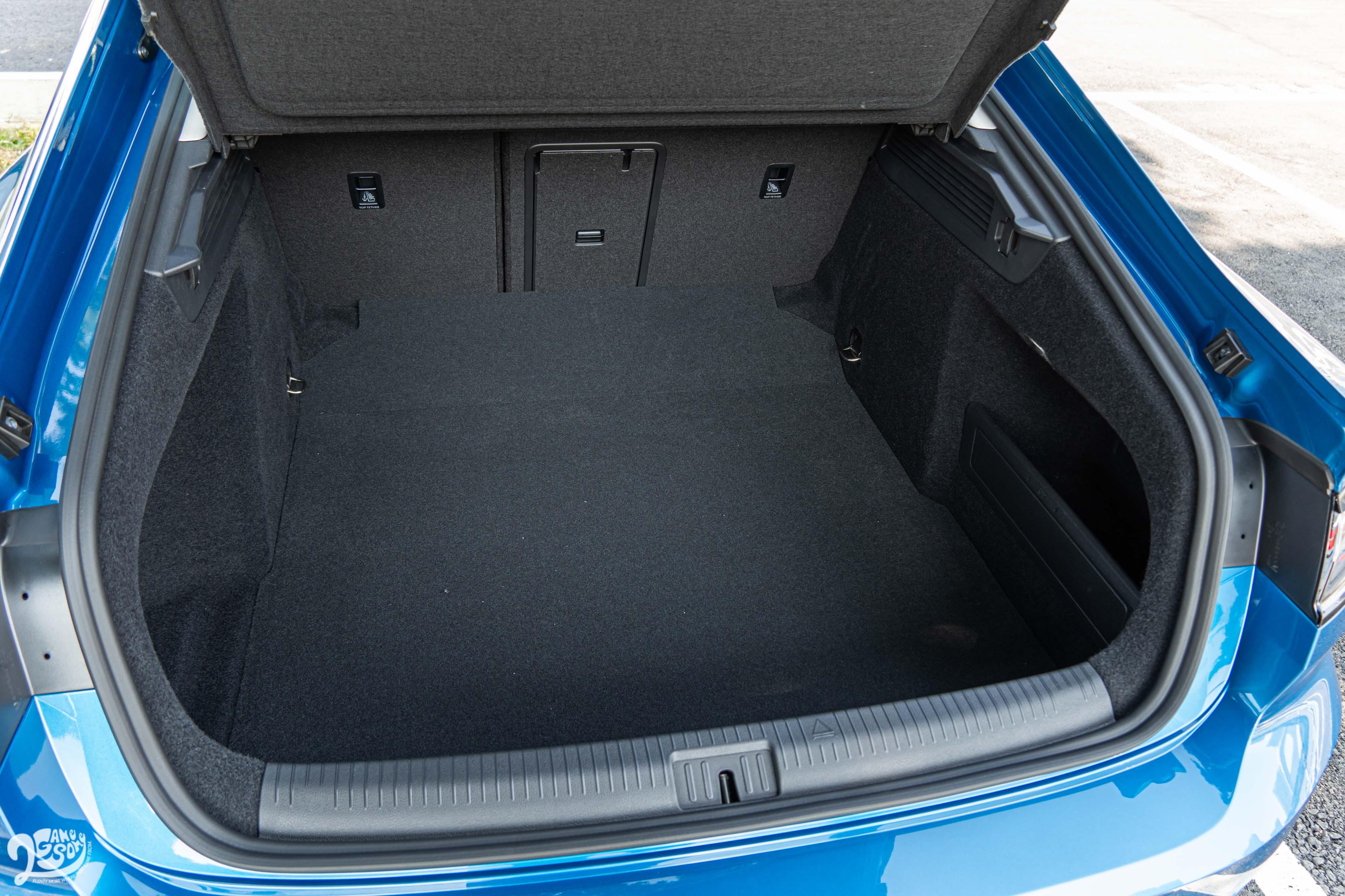 Fastback 車型在標準乘坐狀態下就可擁有 563 公升置物容積。