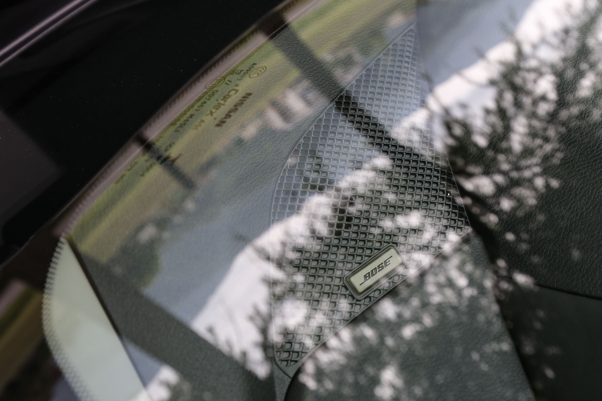 「旗艦版」標配 9 支揚聲器的 BOSE 立體環繞音響系統。