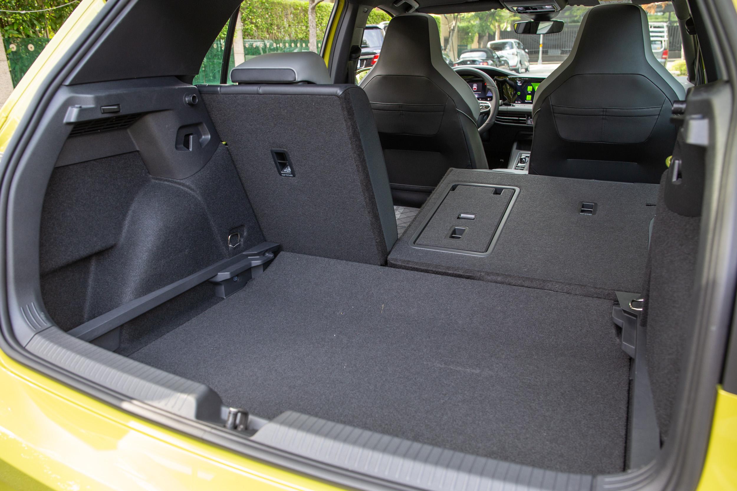 後座椅背傾倒時,置物容積可擴充至 1237 公升表現。