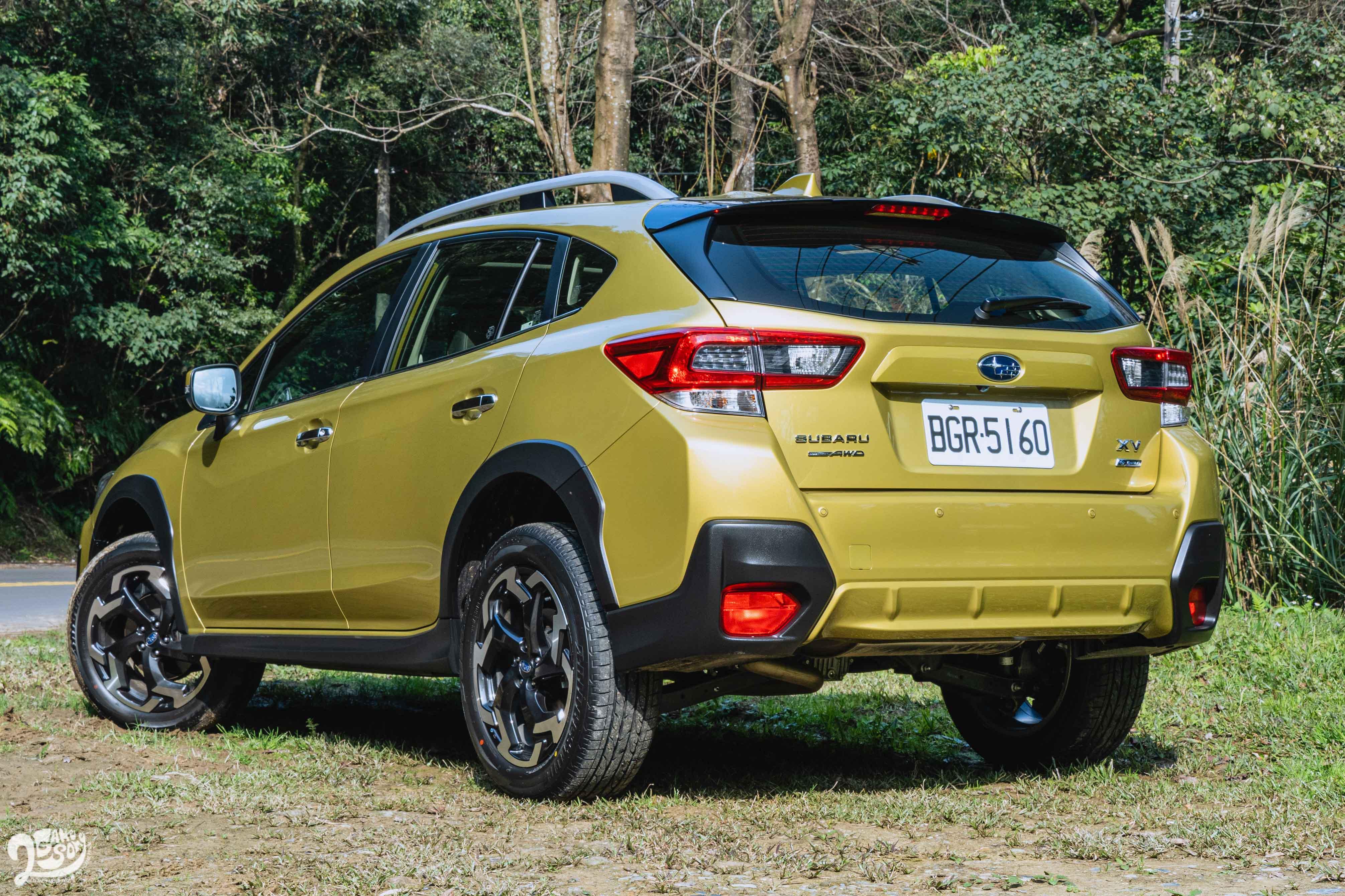 本次試駕車色「繽砂黃」是 21 年式新選擇。