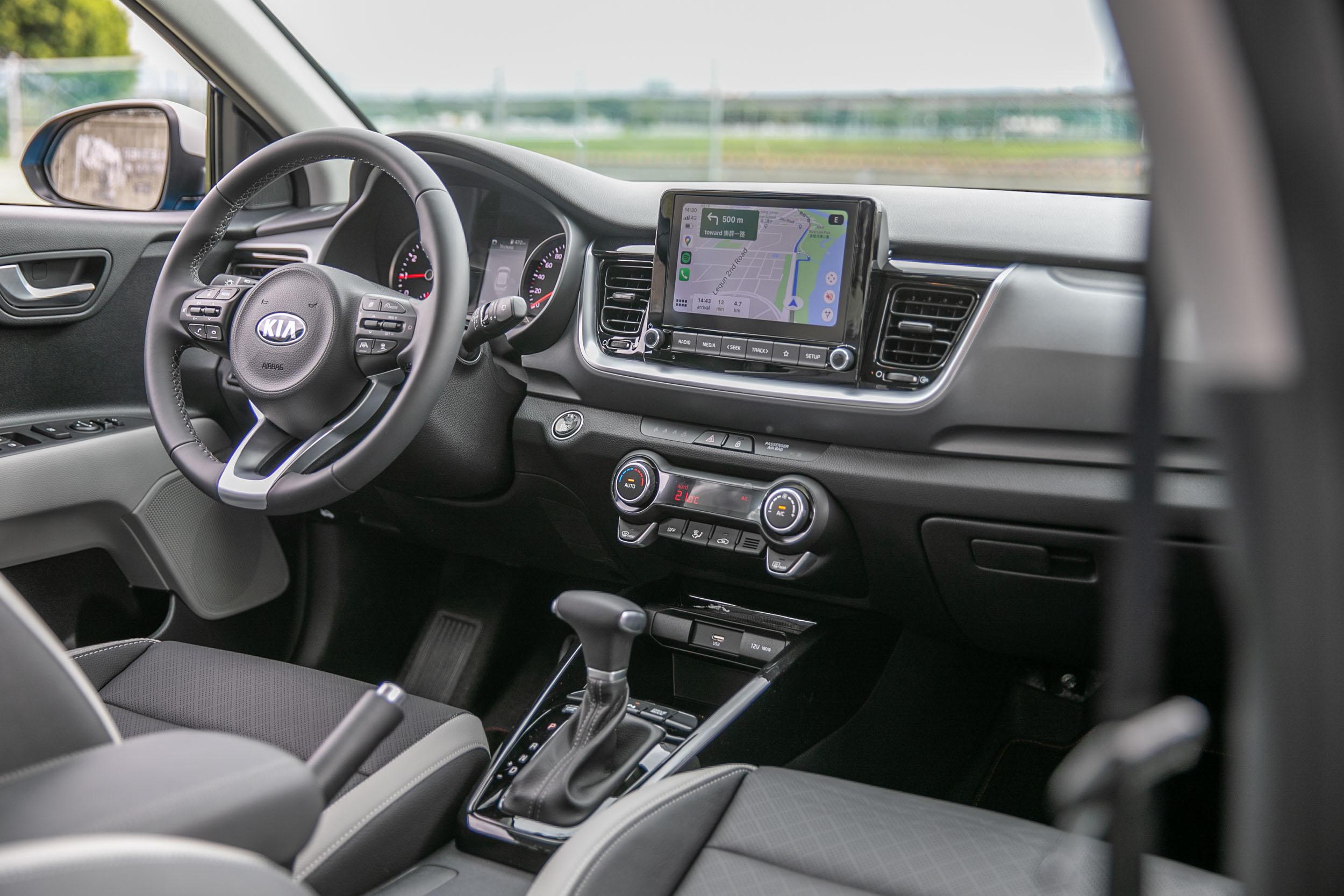簡潔的座艙設計,質感與設計感都具一定水準。