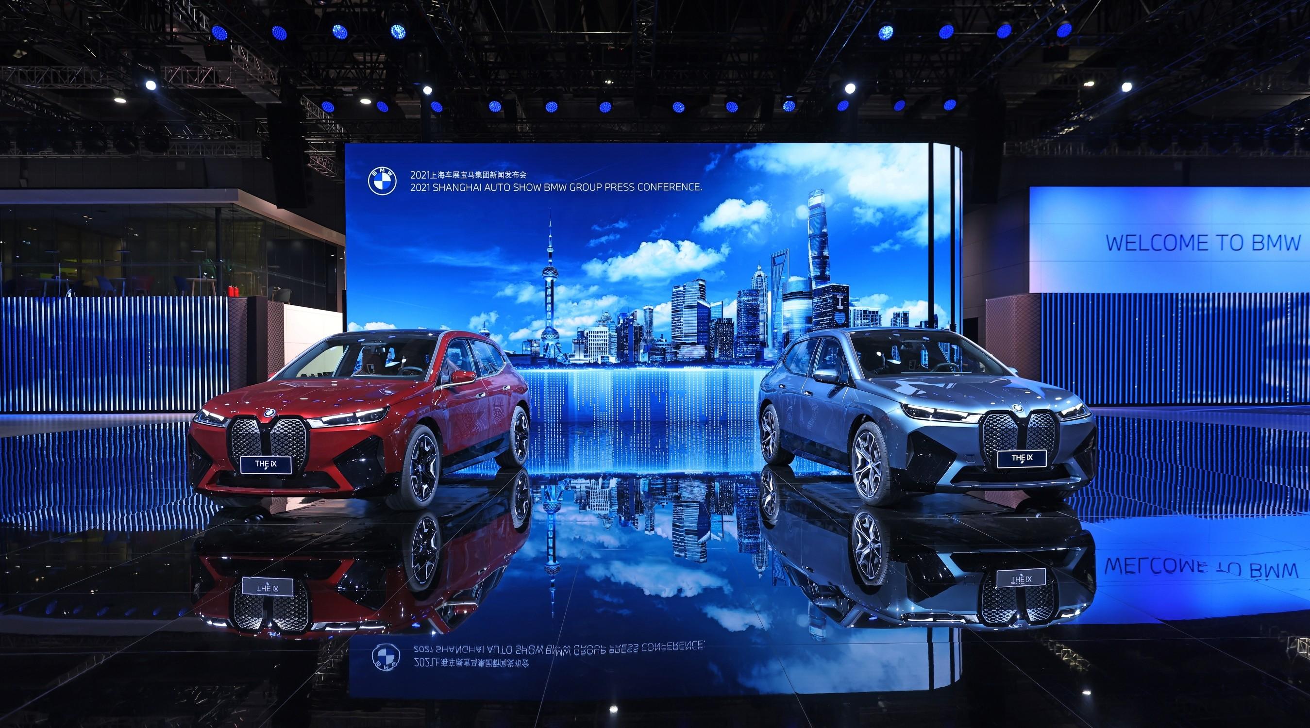 全新 BMW iX 於上海車展公開亮相。