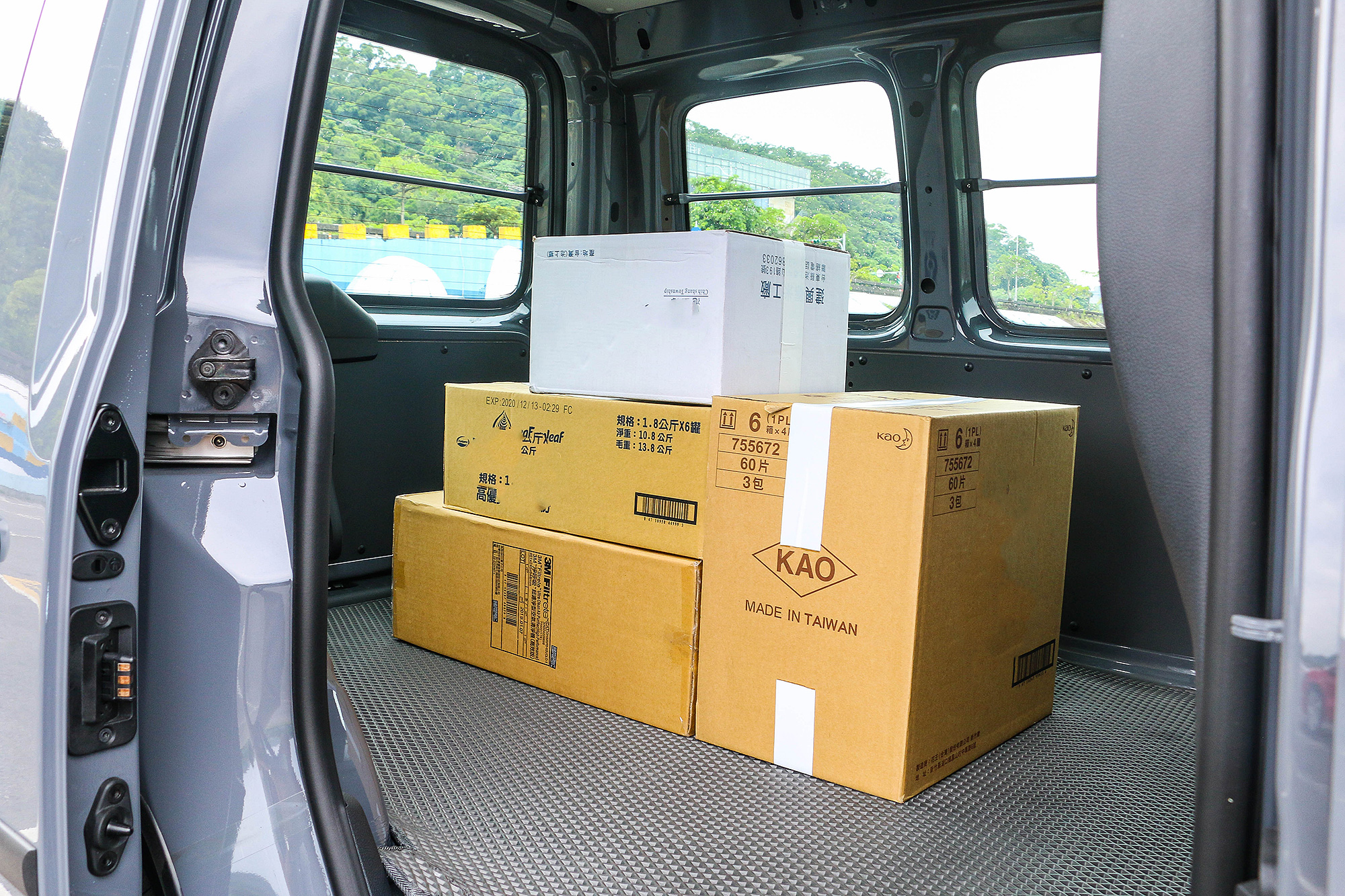 貨艙維持與 Caddy Van 相同的水準。