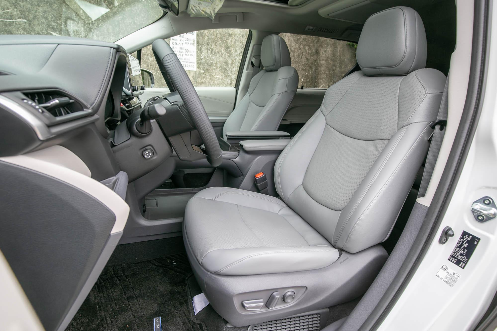 雙電動調整前座具備電熱與通風功能。