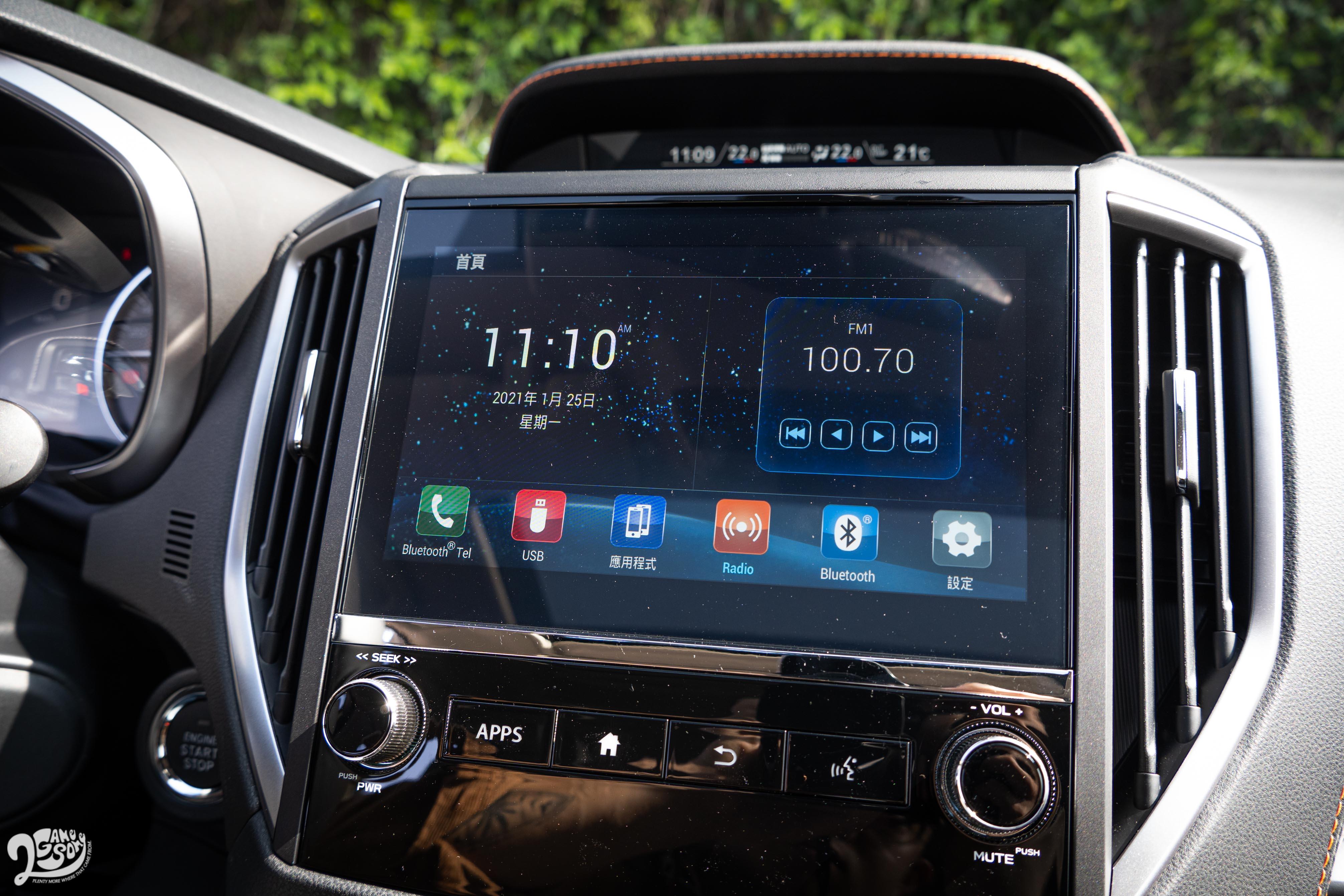 8 吋觸控螢幕支援 Apple CaPlay 與 Android Auto。