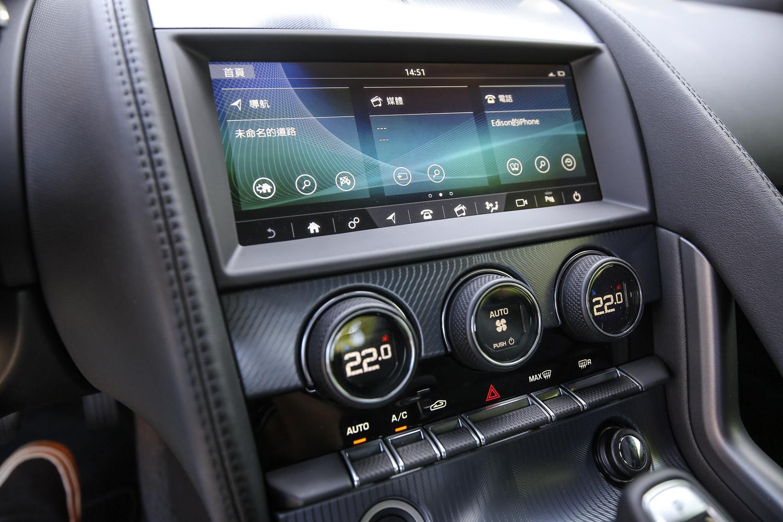 F-Type 全車系標配 10 吋螢幕歸高額的 InControl Touch Pro 智慧觸控顯示幕。